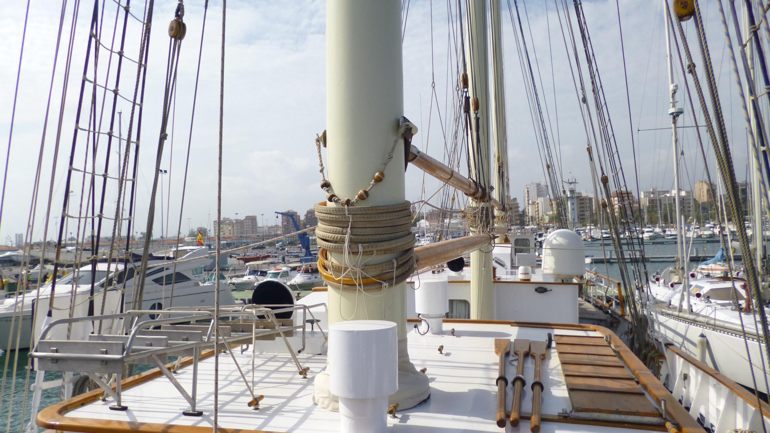 blue-c1-yacht-mast