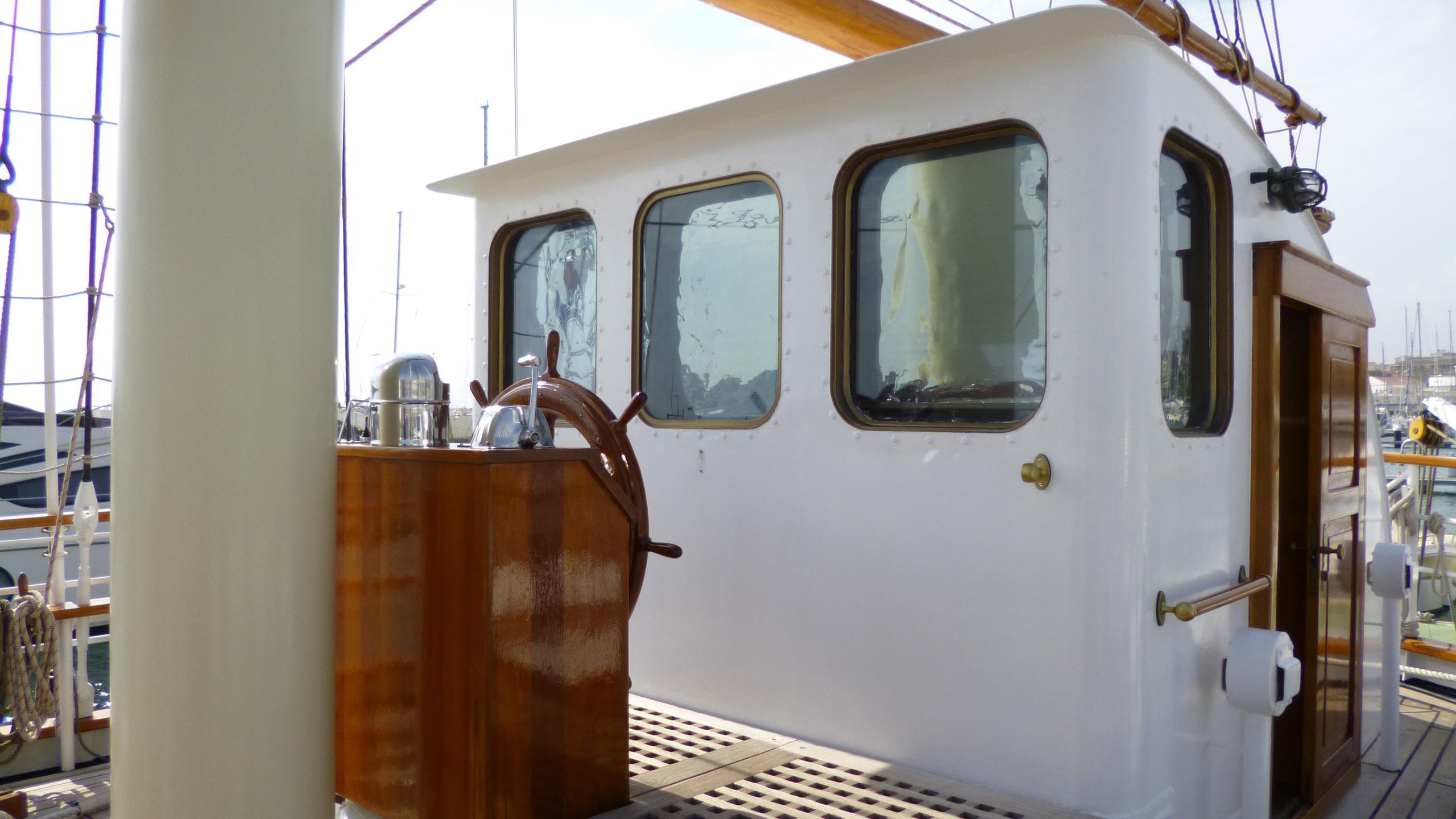 blue-c1-yacht-bridge