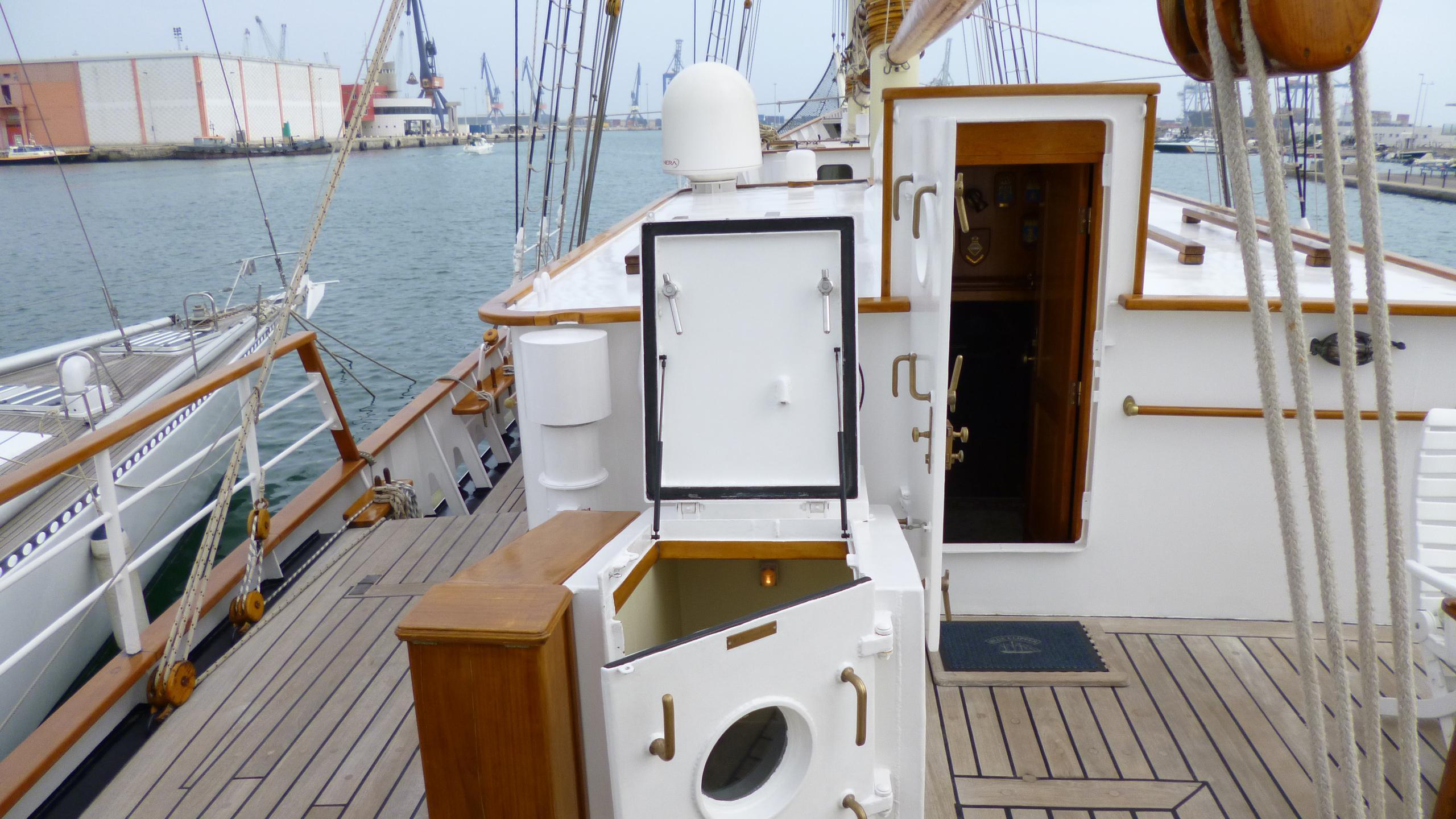 blue-c1-yacht-entrance