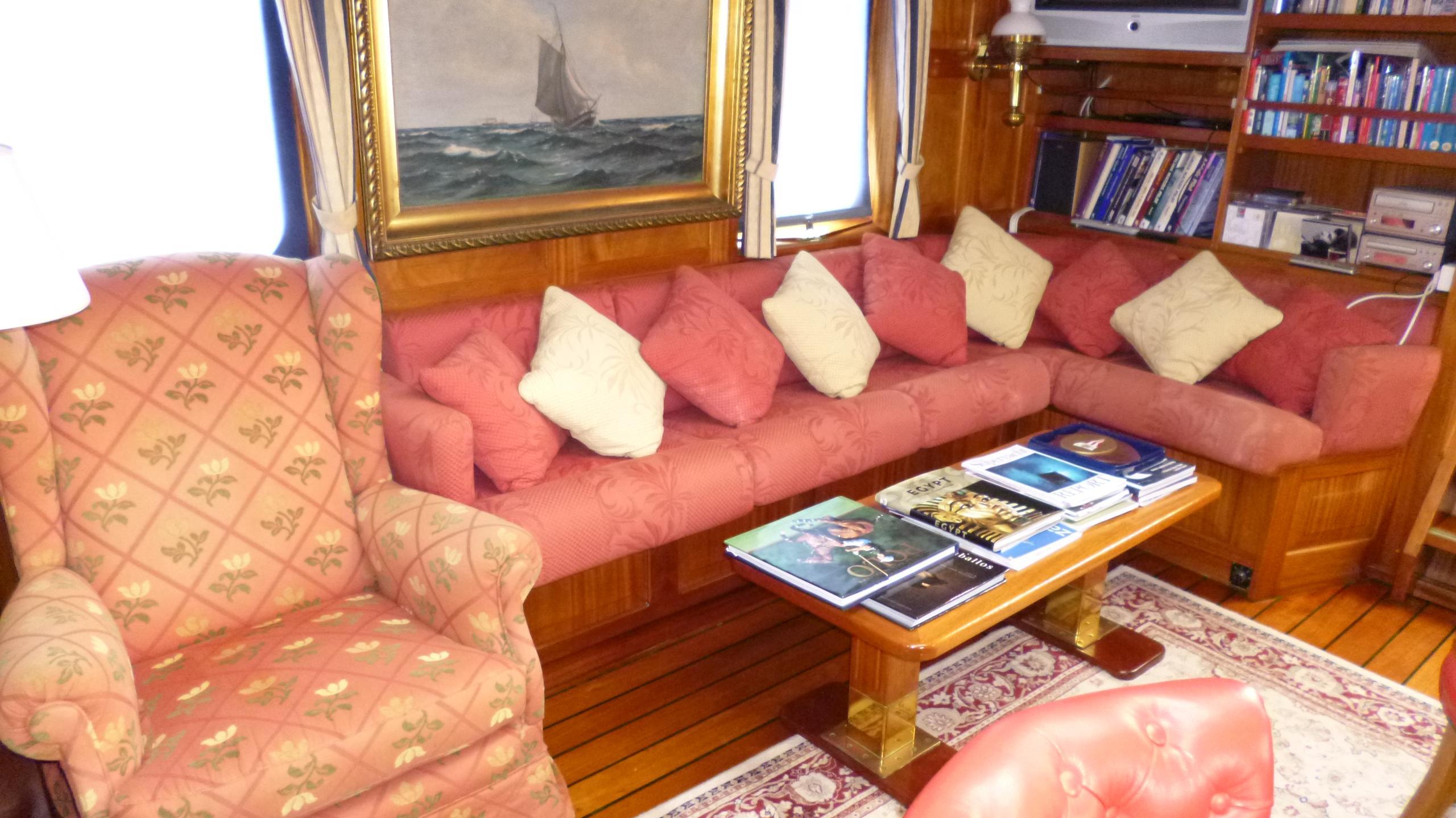 blue-c1-yacht-saloon