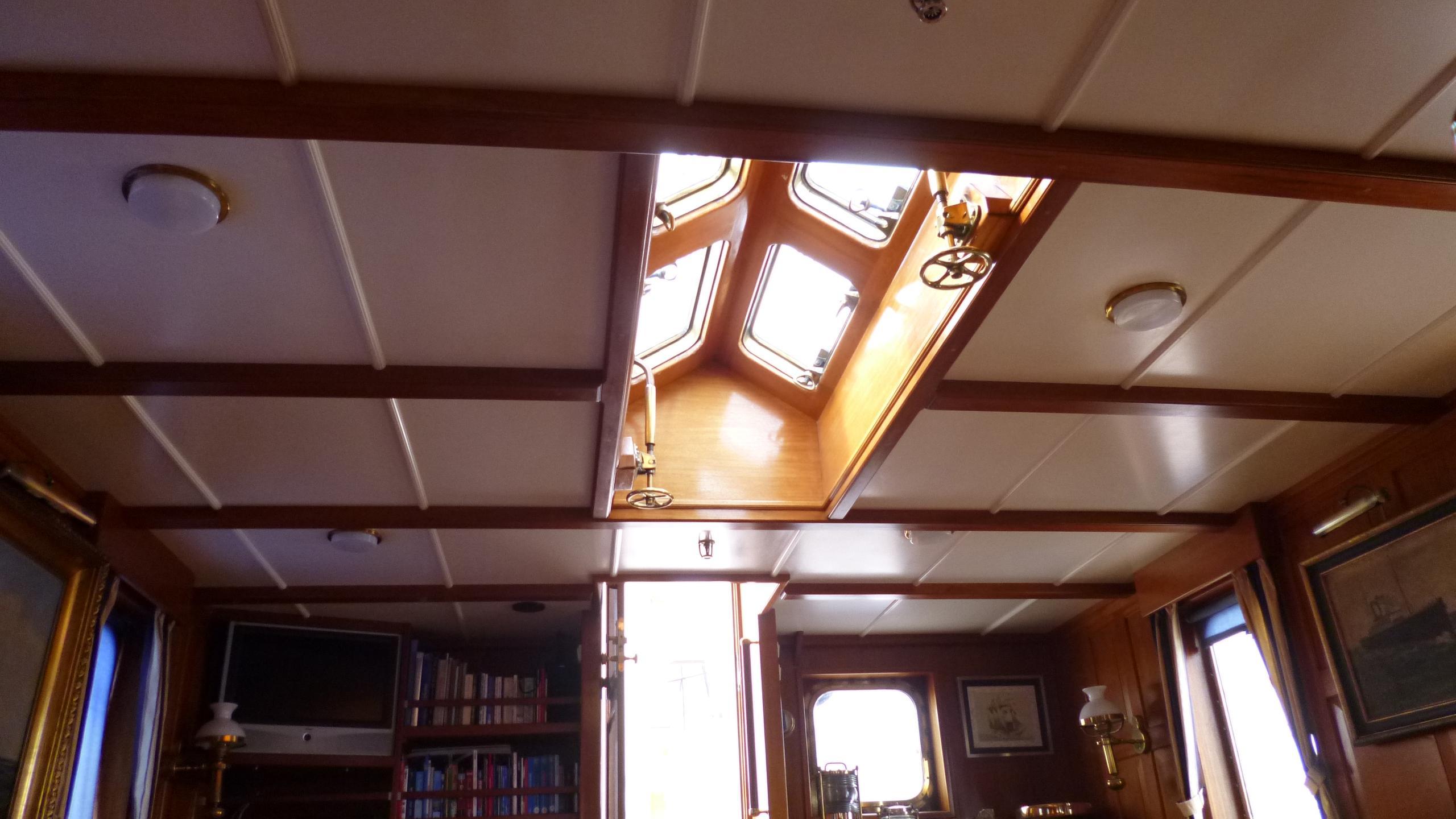 blue-c1-yacht-saloon-skylight
