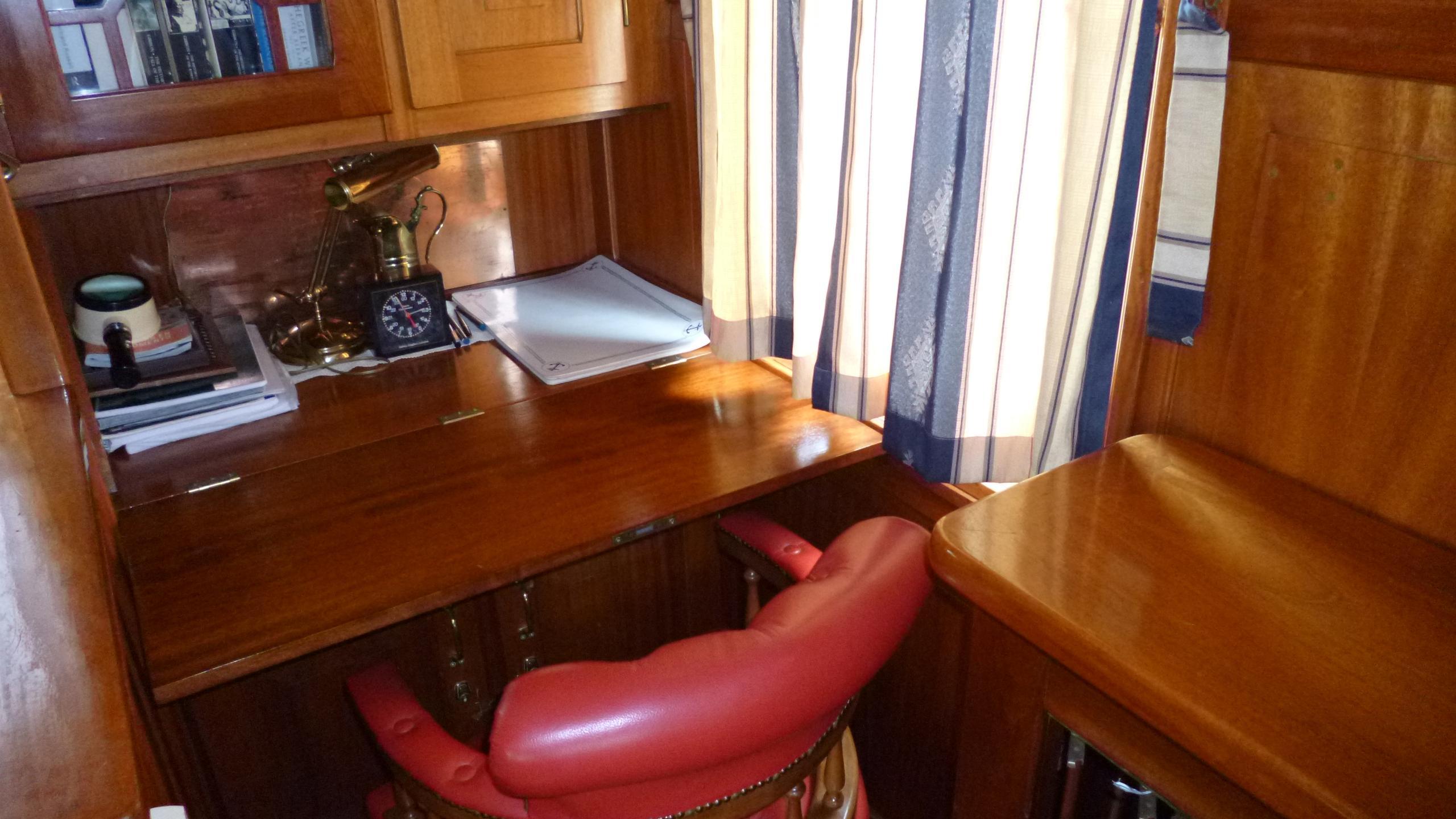 blue-c1-yacht-office