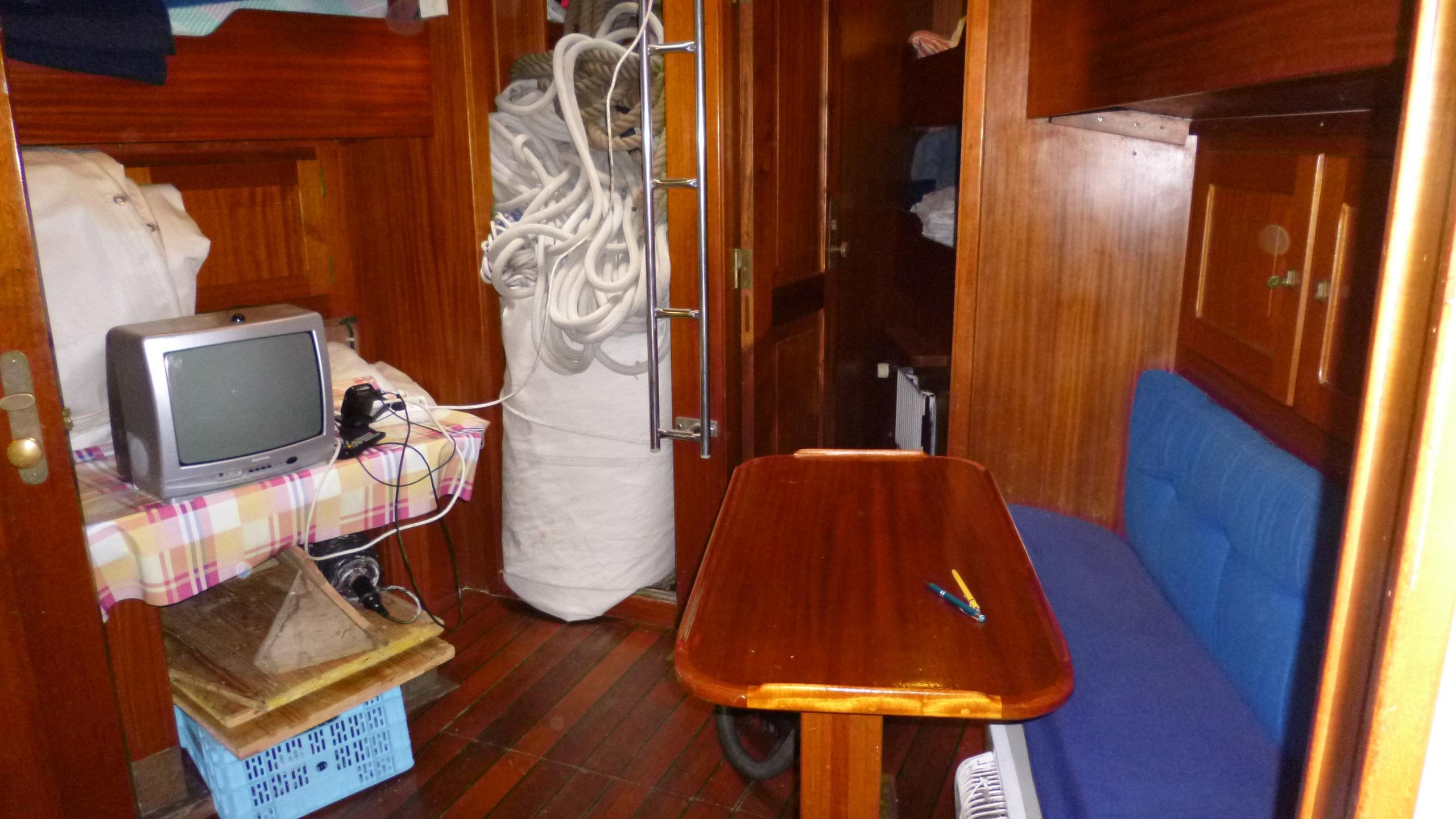 blue-c1-yacht-crew-saloon