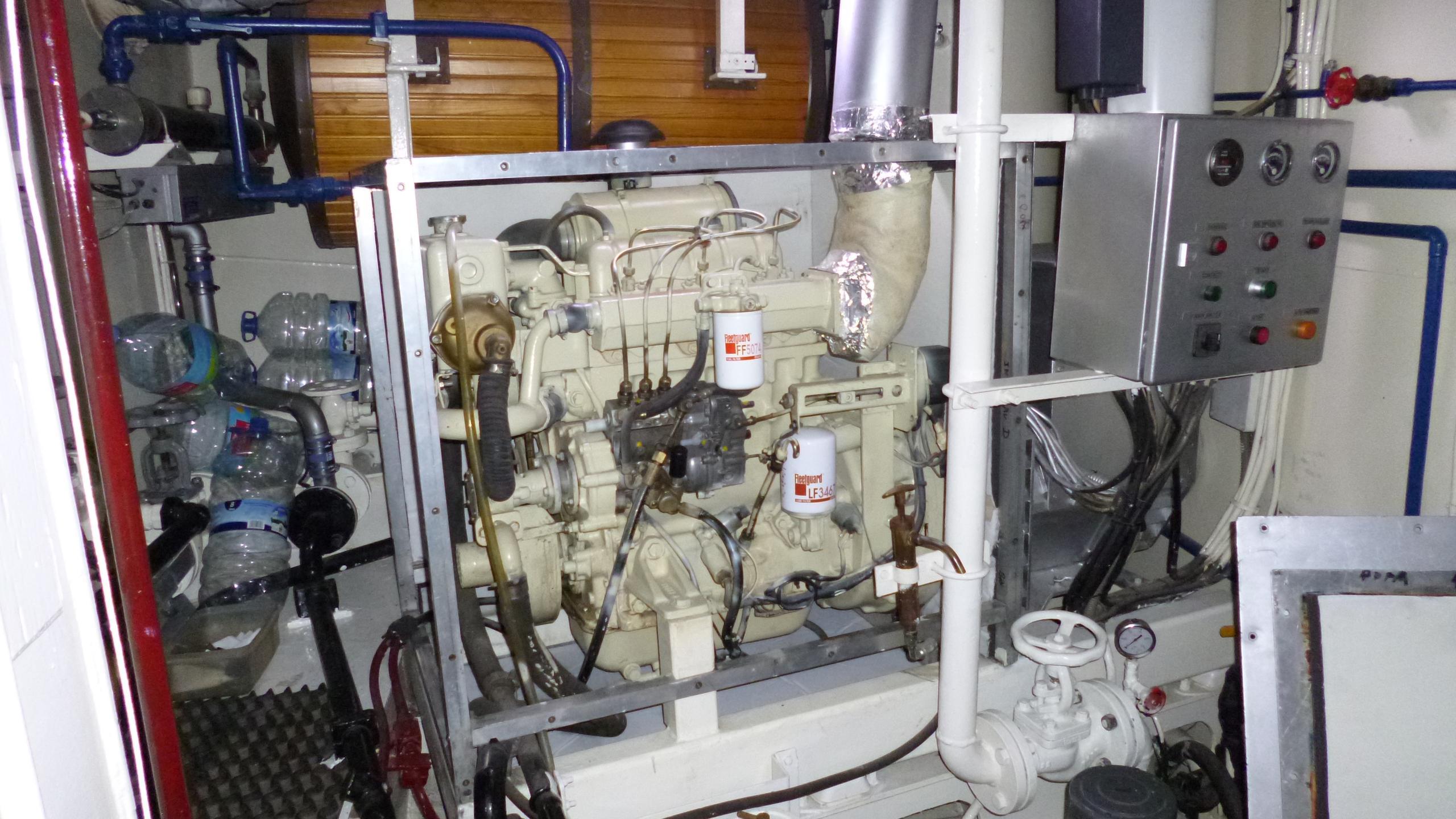 blue-c1-yacht-engineroom
