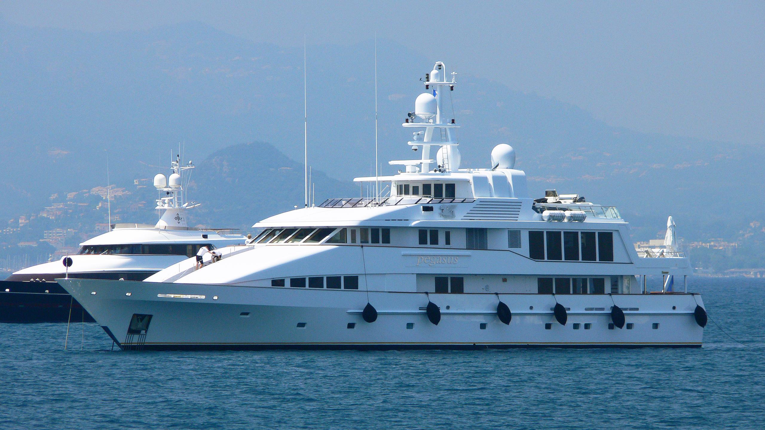pegasus-yacht-exterior