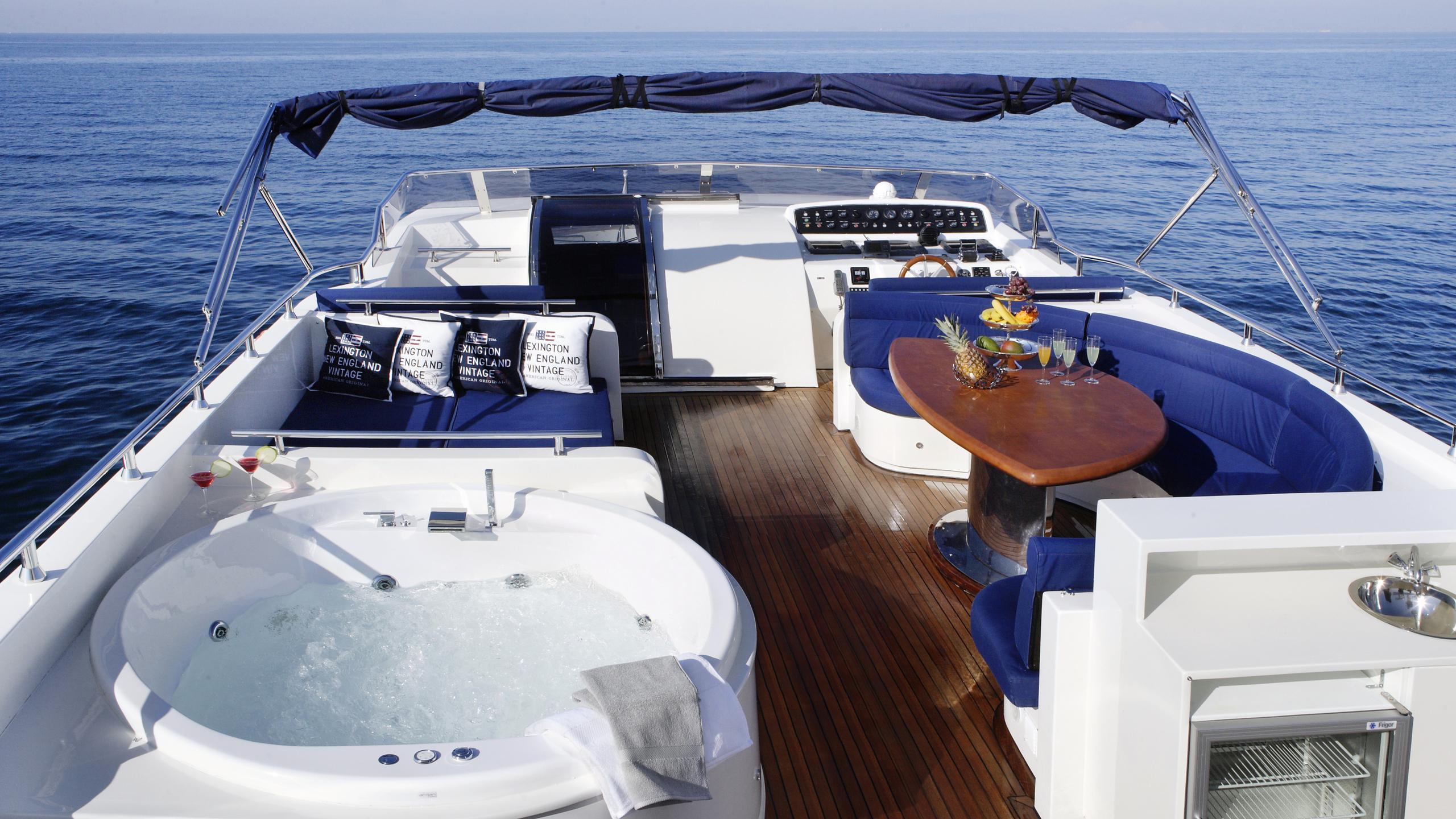 dream-b-yacht-fly-deck