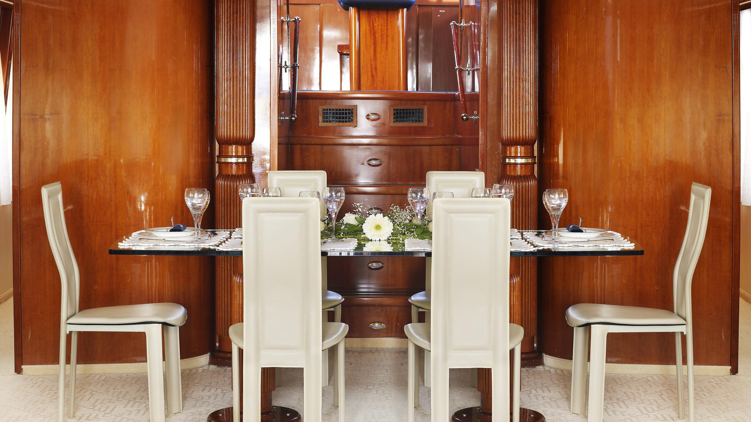dream-b-yacht-formal-dining