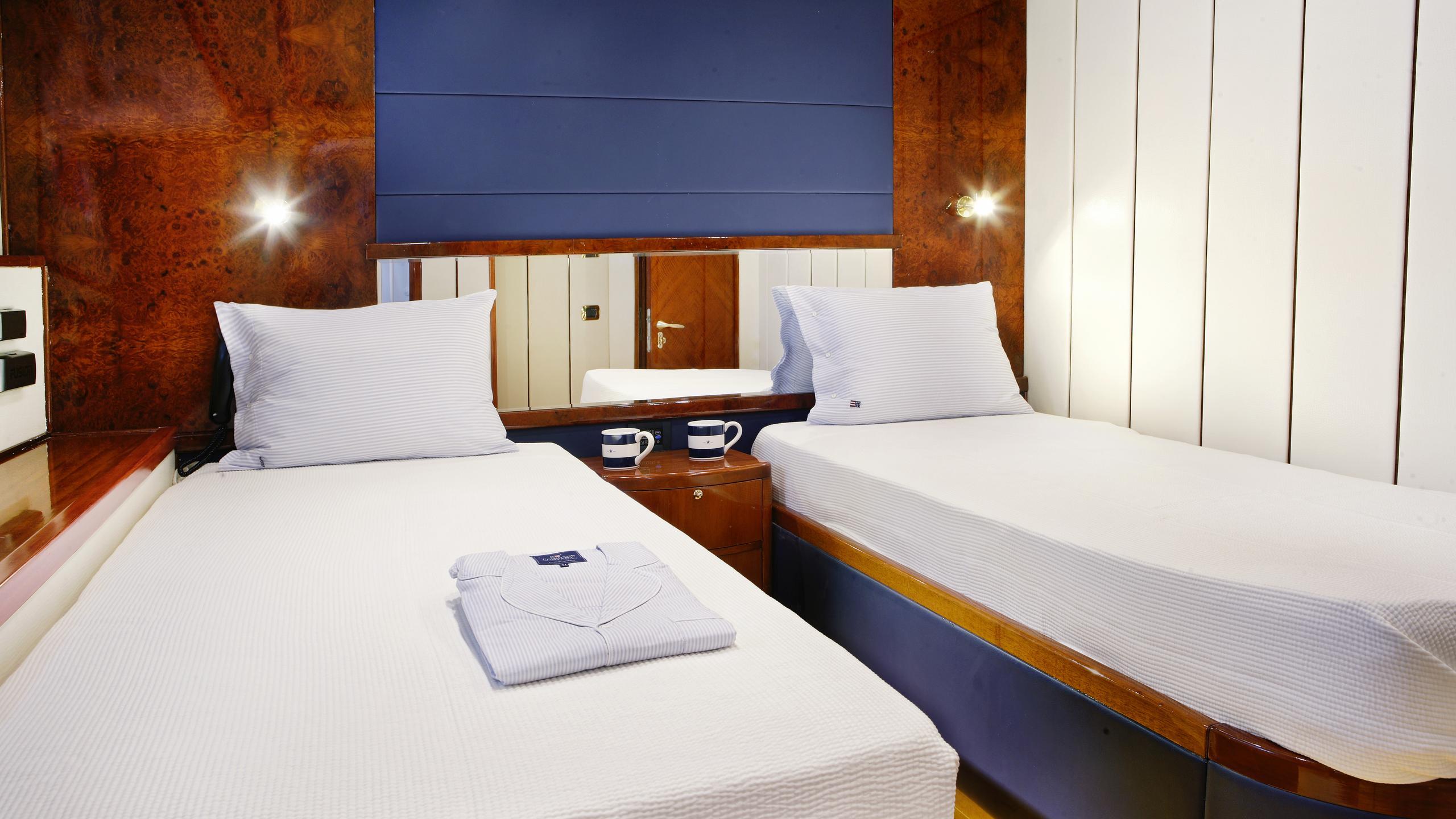 dream-b-yacht-twin-cabin