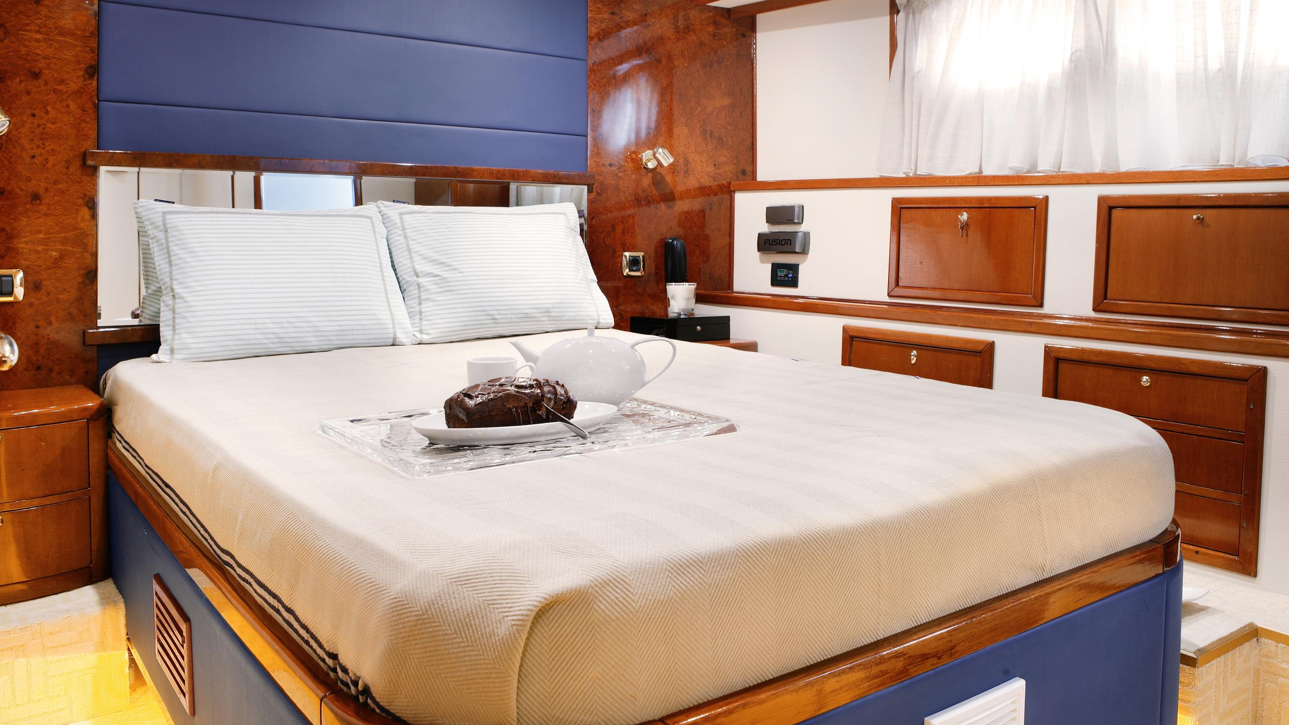 dream-b-yacht-double-cabin