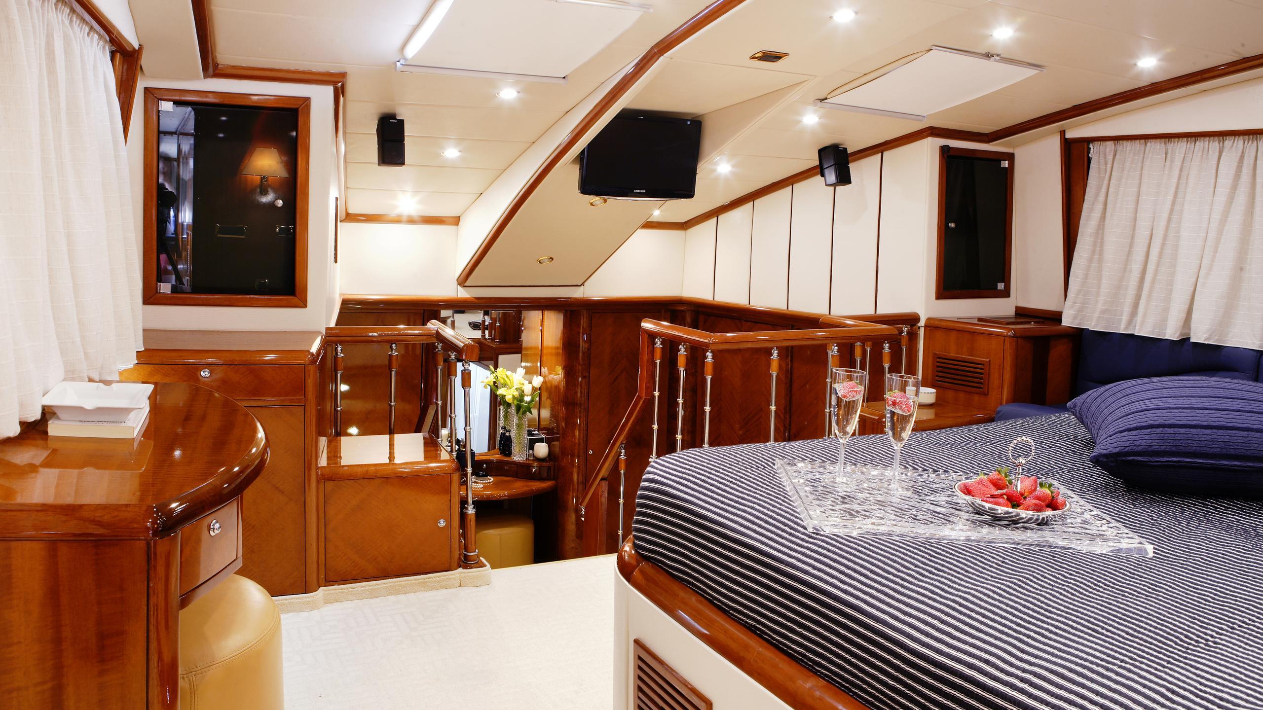 dream-b-yacht-master-cabin
