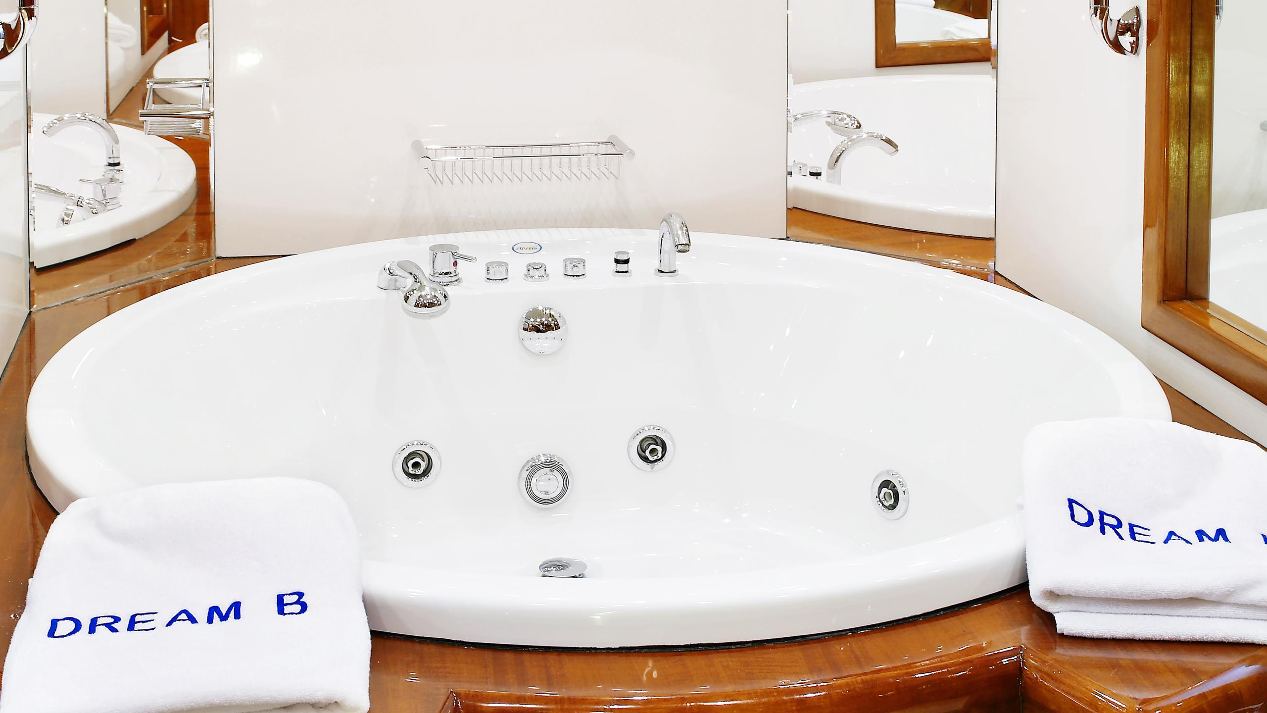 dream-b-yacht-master-bathroom