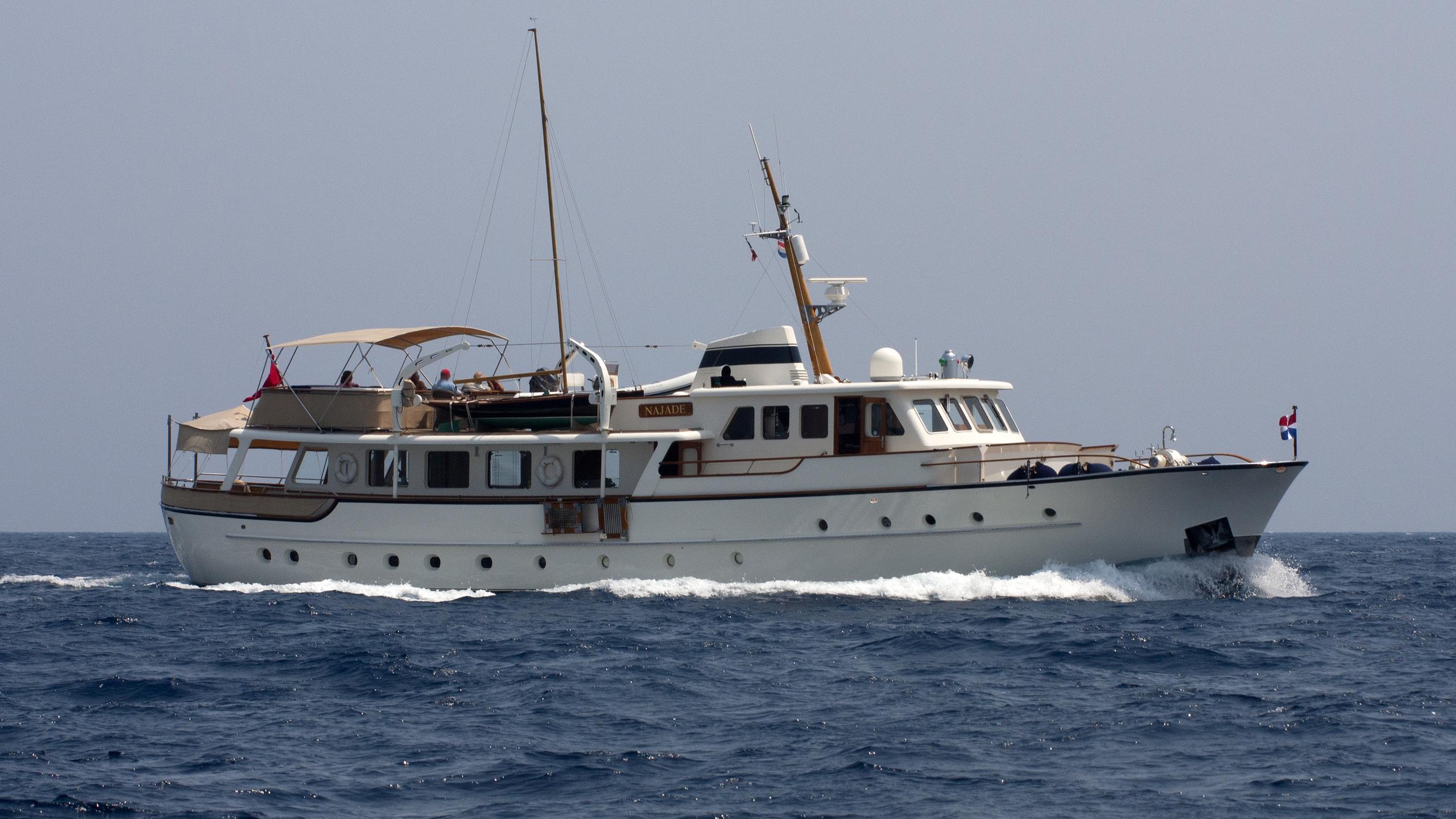 najade-yacht-exterior