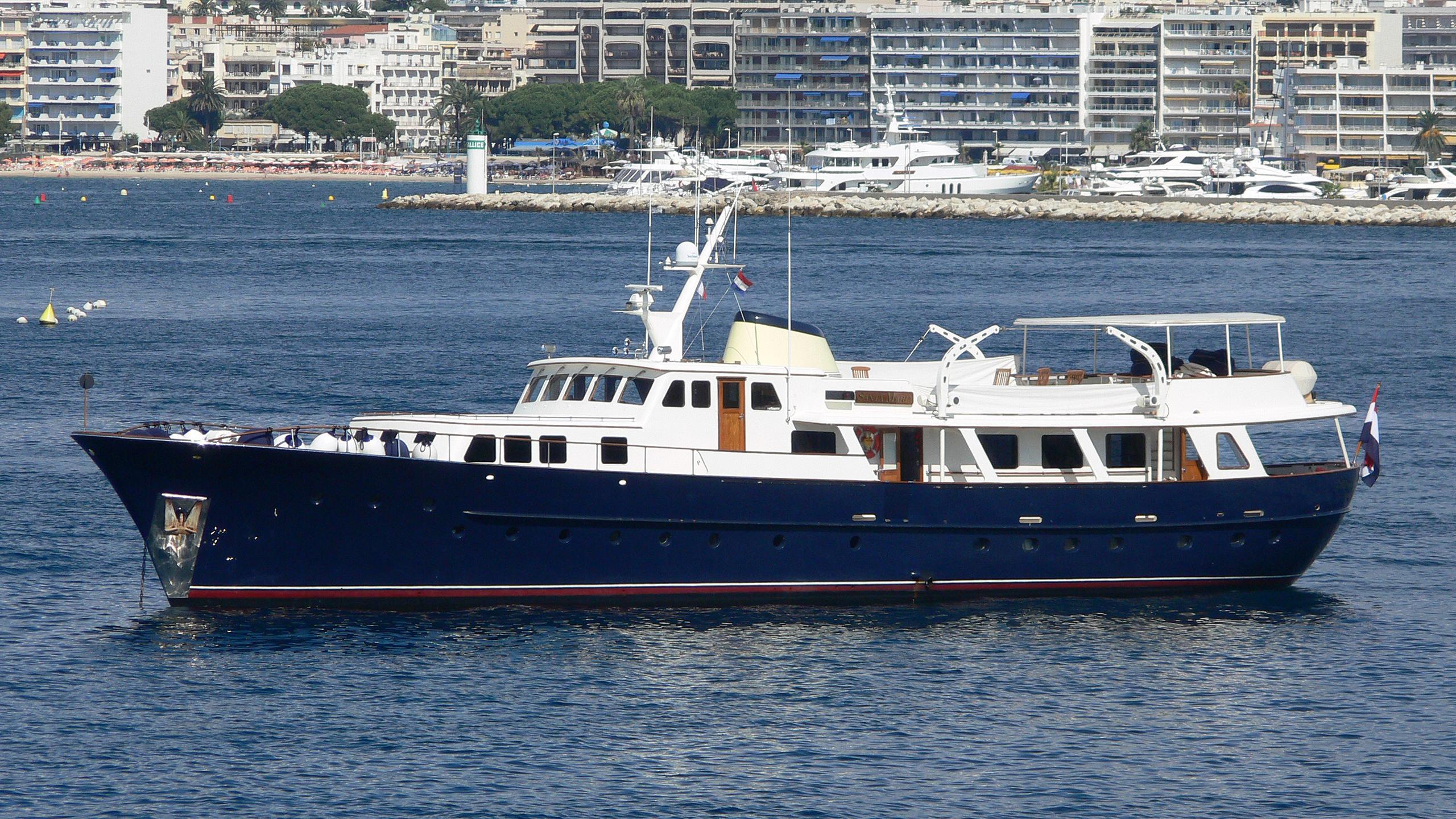 santa-maria-yacht-exterior
