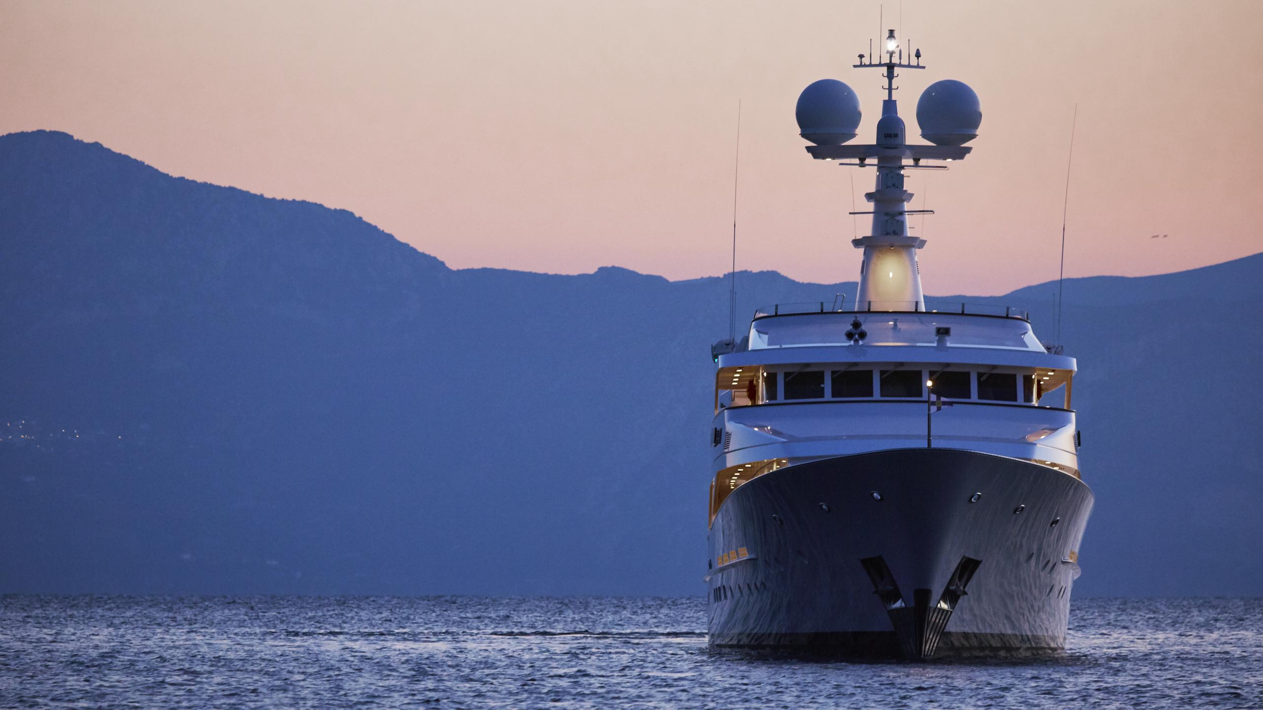 ancallia-yacht-bow-horizon