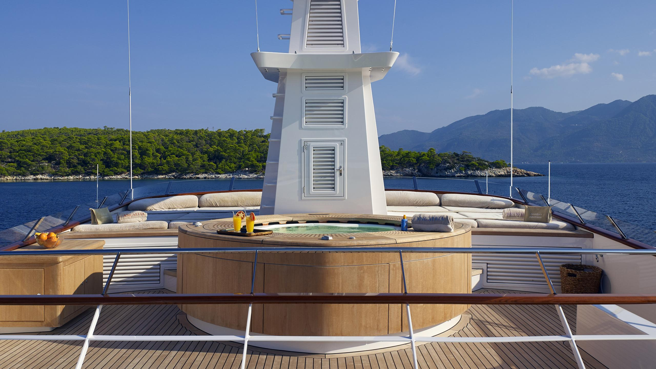 ancallia-yacht-jacuzzi