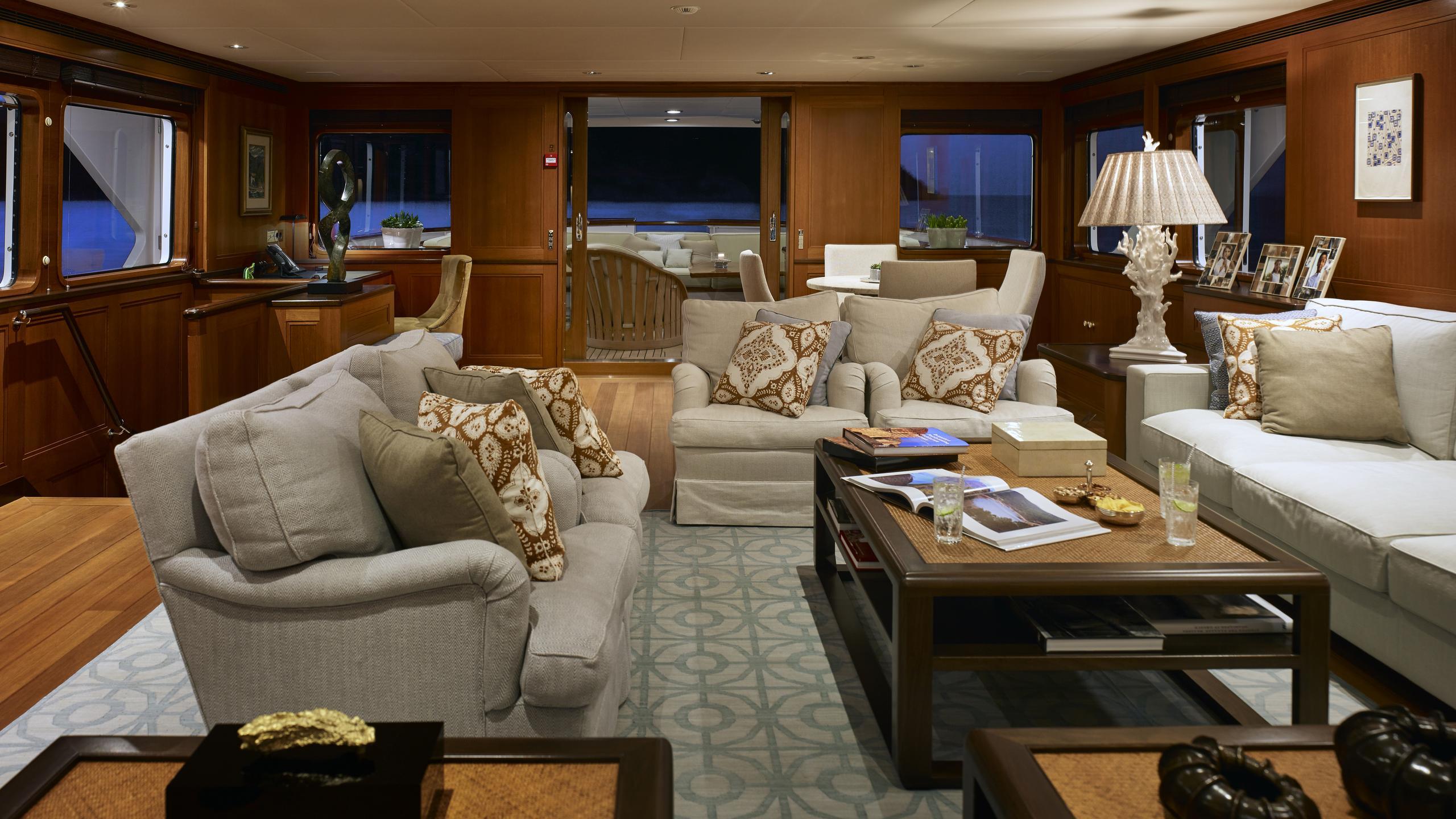 ancallia-yacht-saloon