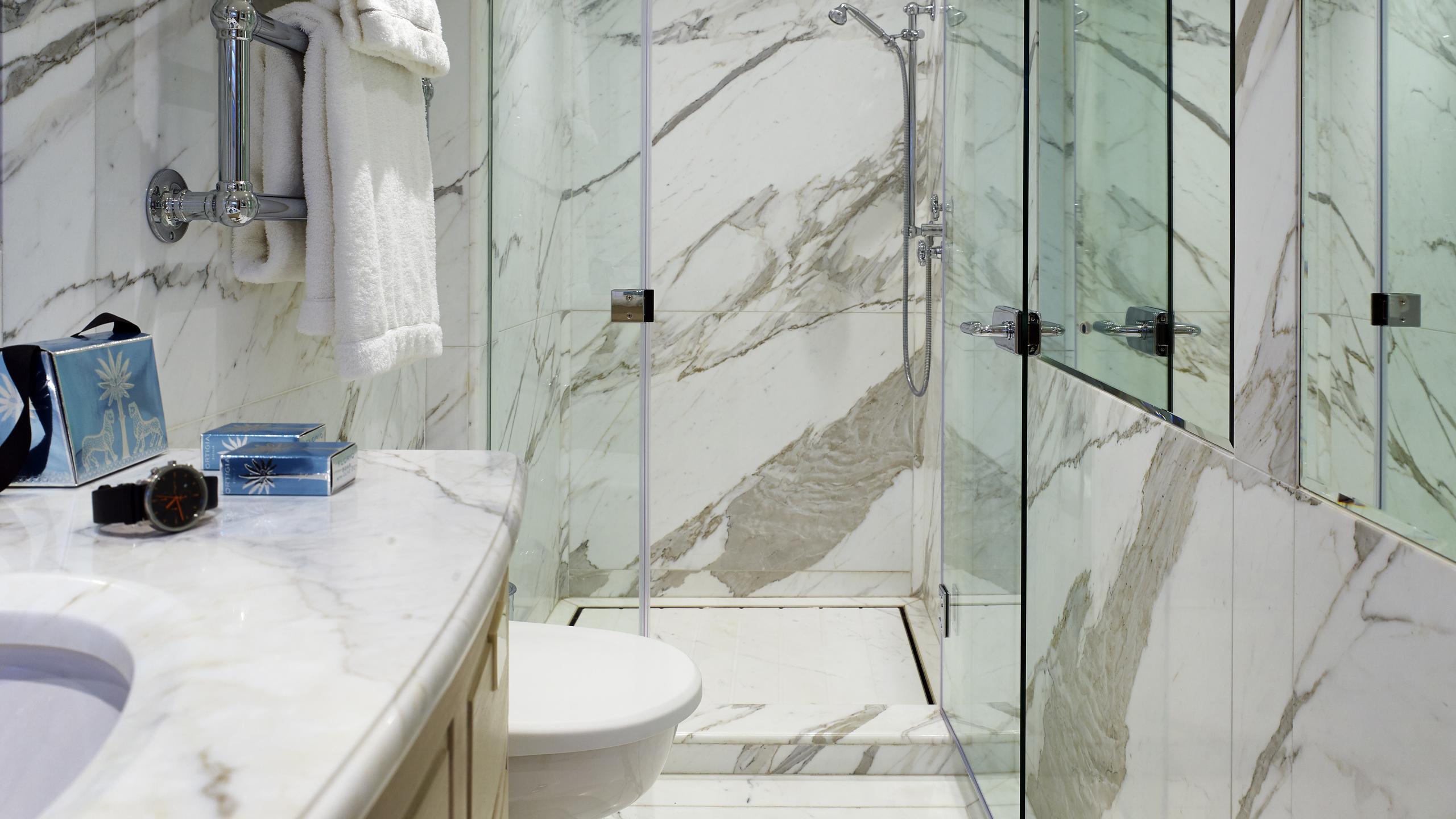 ancallia-yacht-bathroom