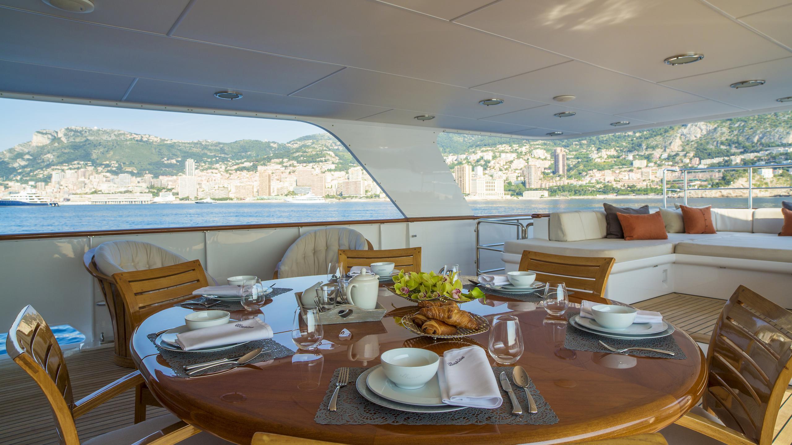 illusion-yacht-aft-dining