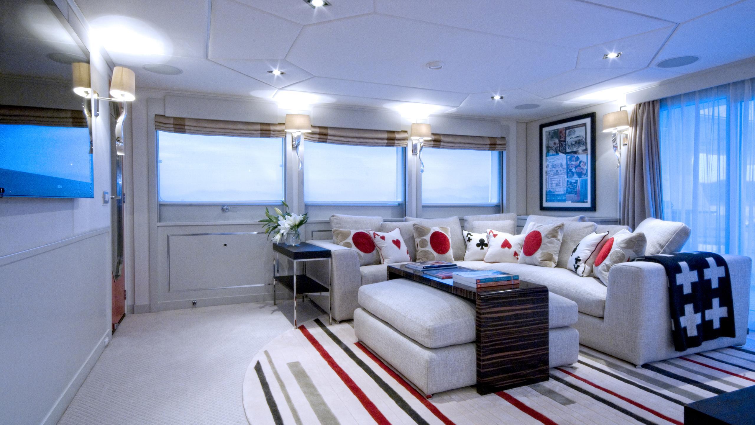 illusion-yacht-lounge