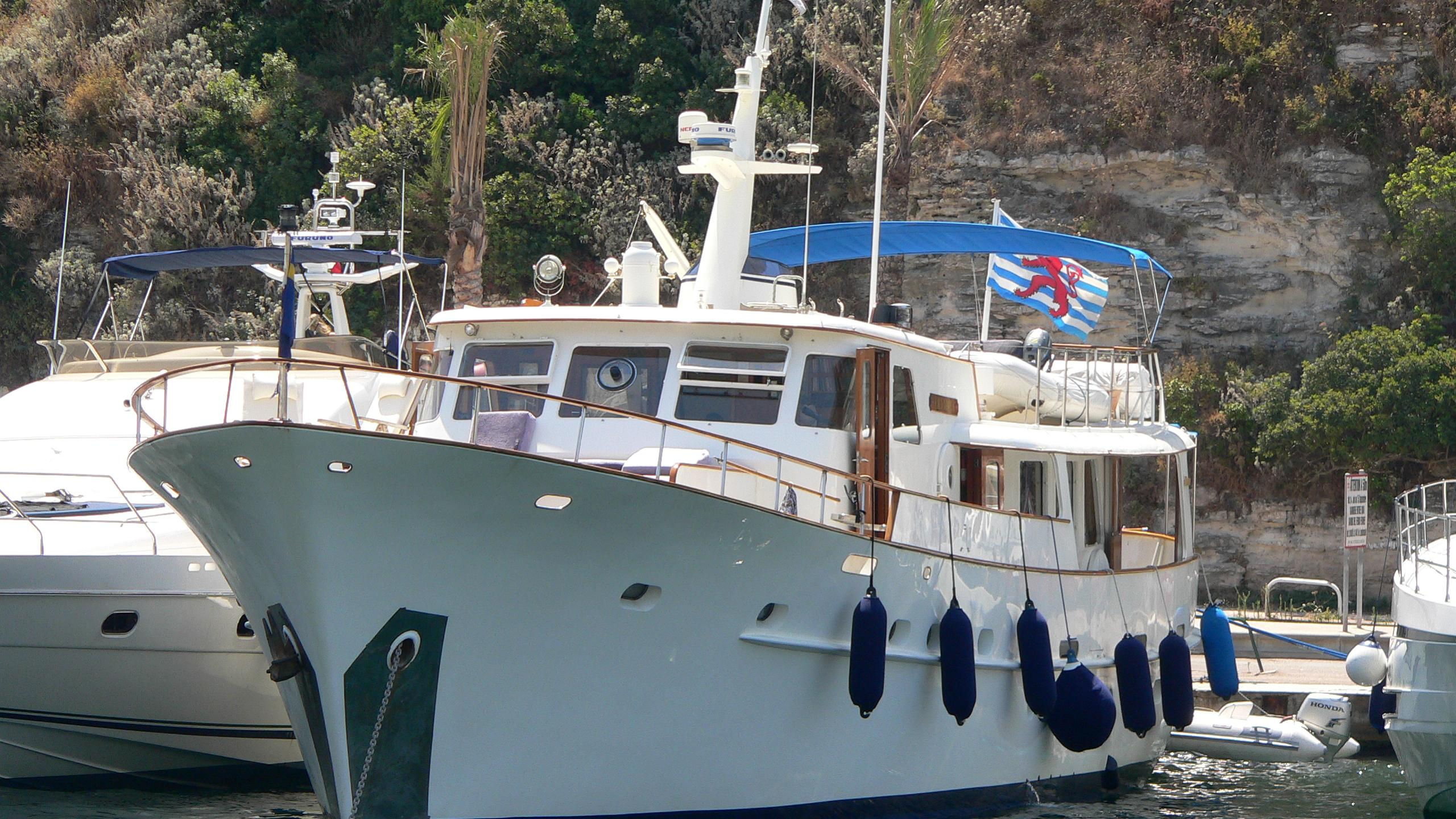olympia-yacht-exterior