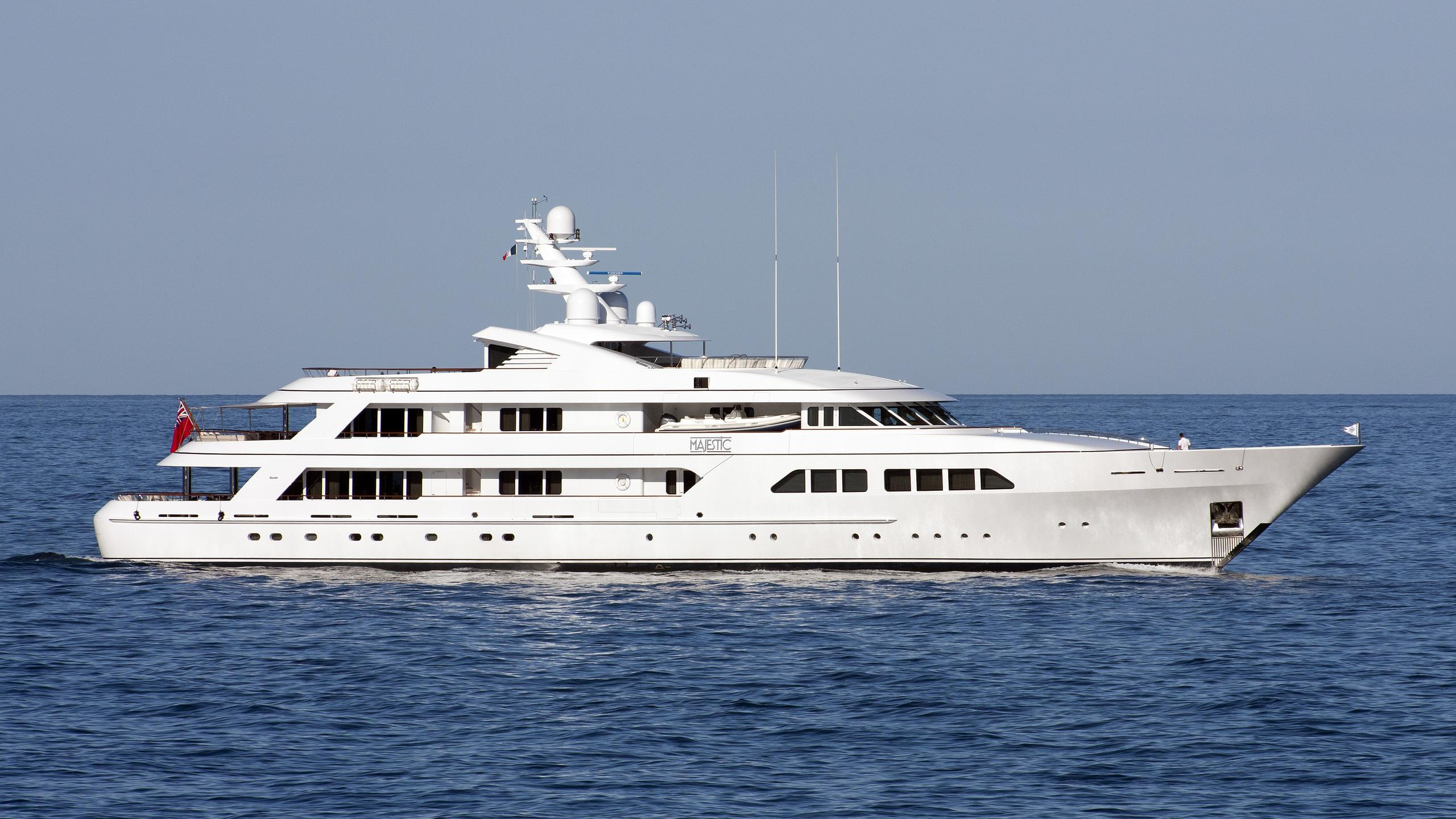 majestic-yacht-exterior