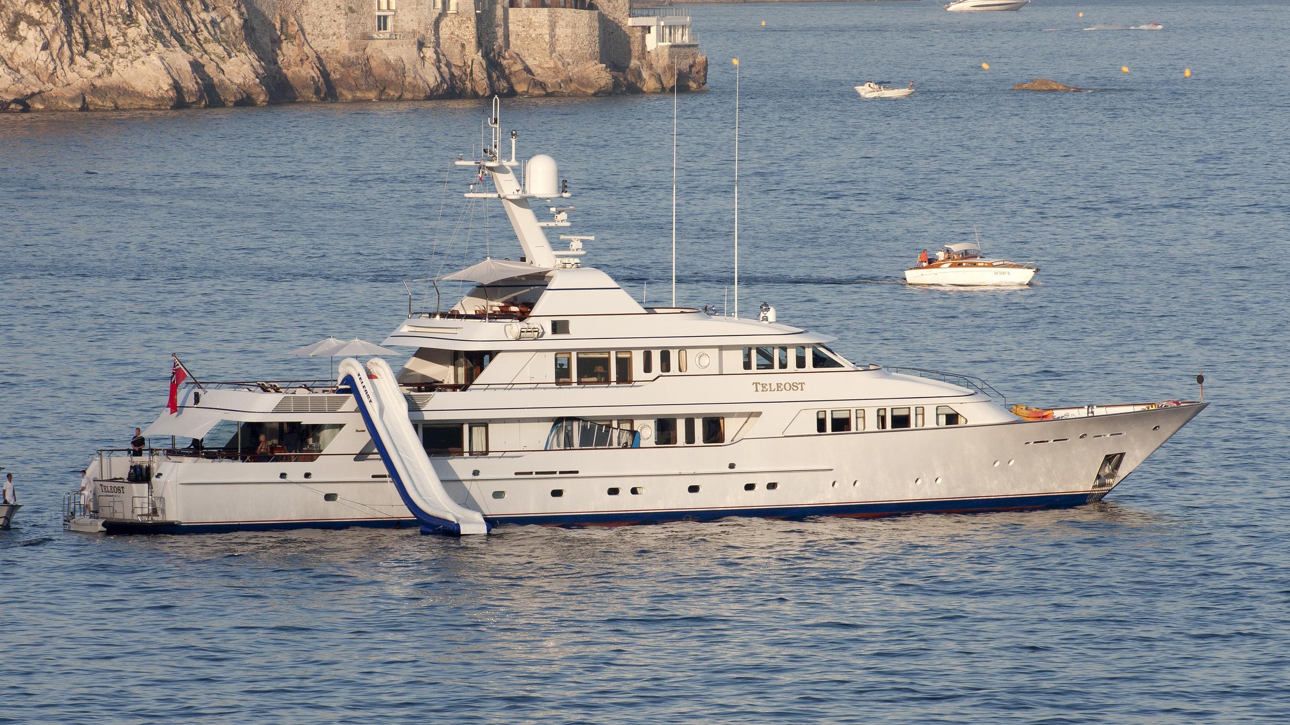 teleost-yacht-exterior