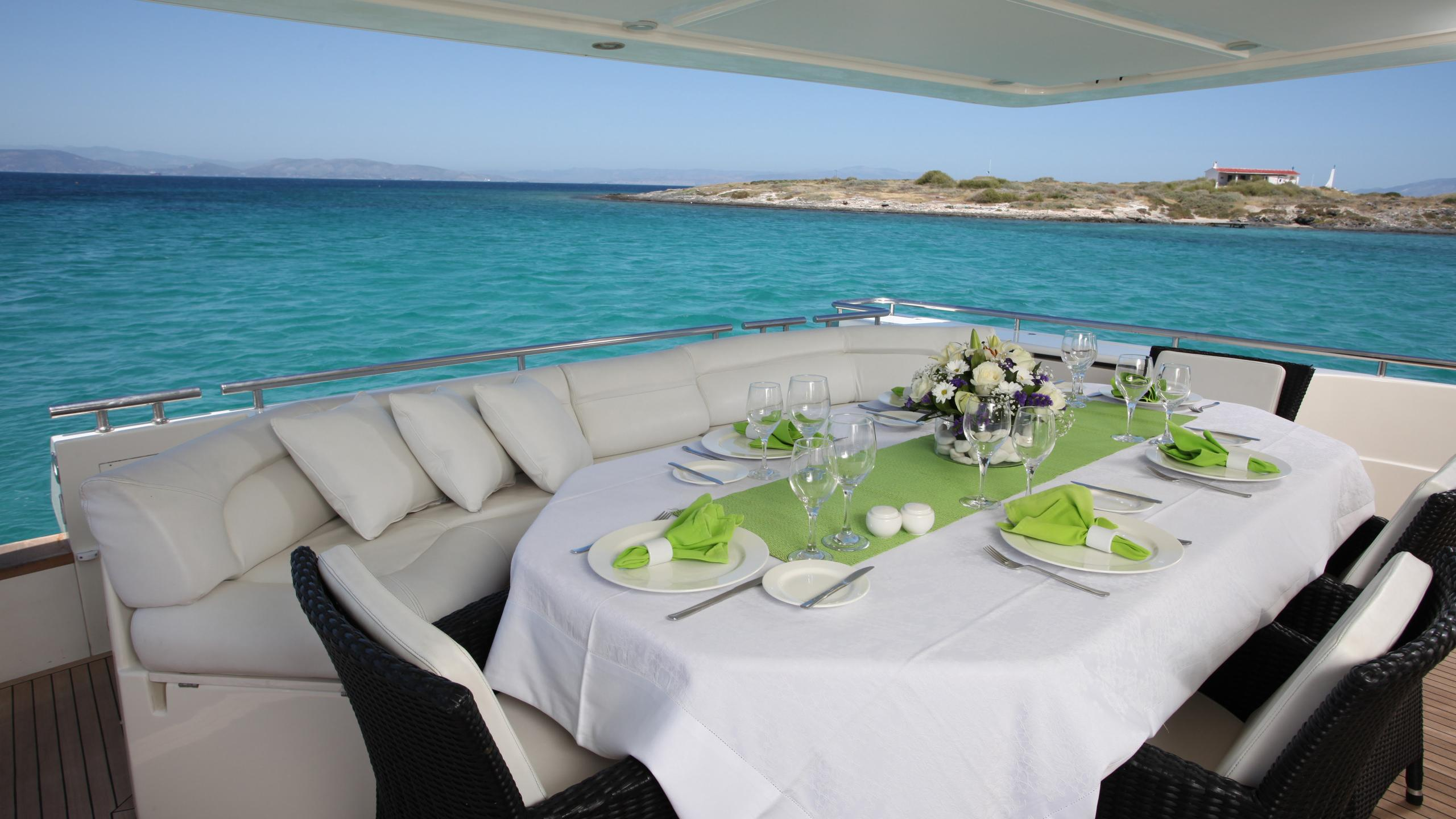 kentavros-ii-yacht-aft-dining