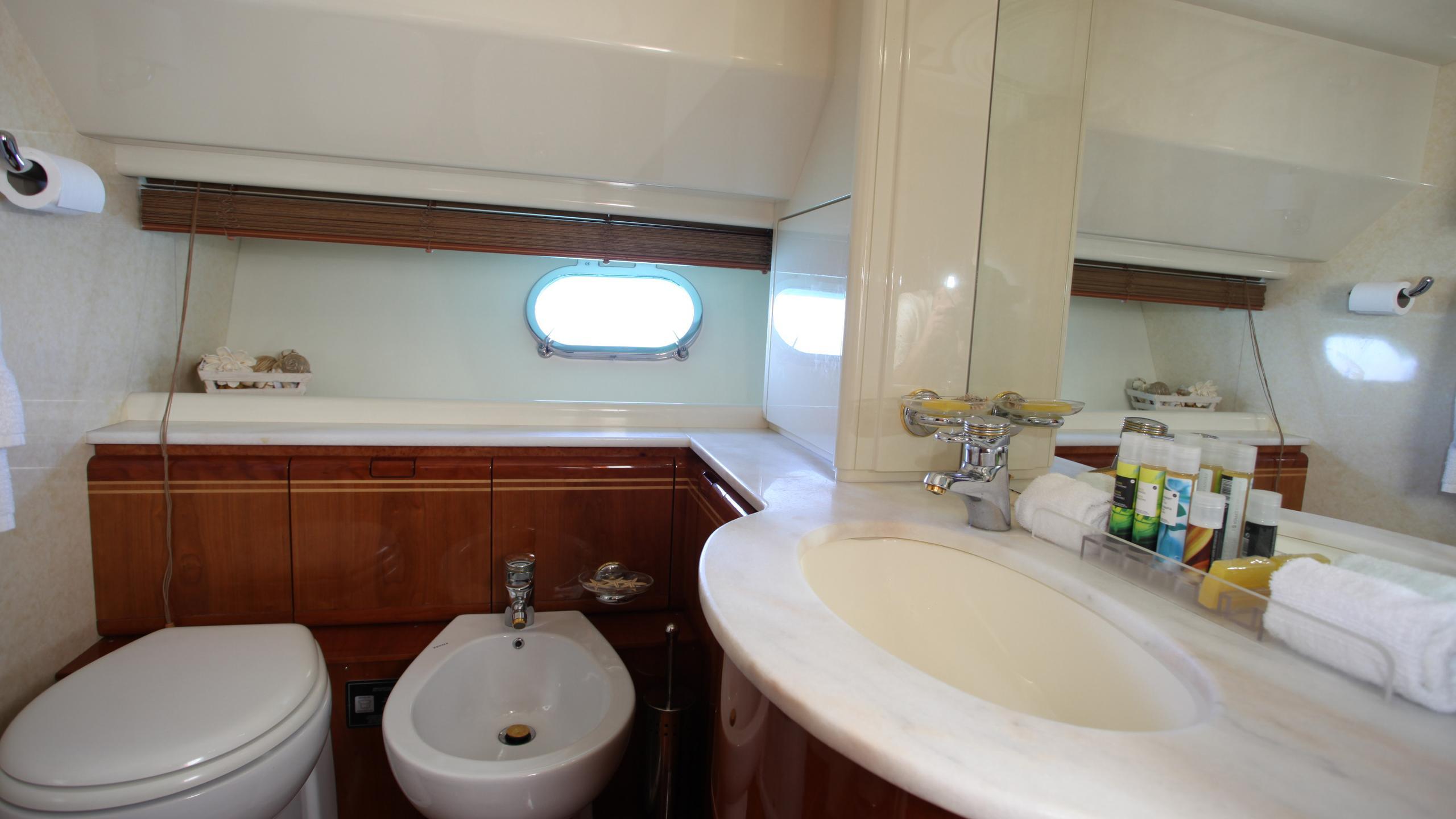 kentavros-ii-yacht-bathroom