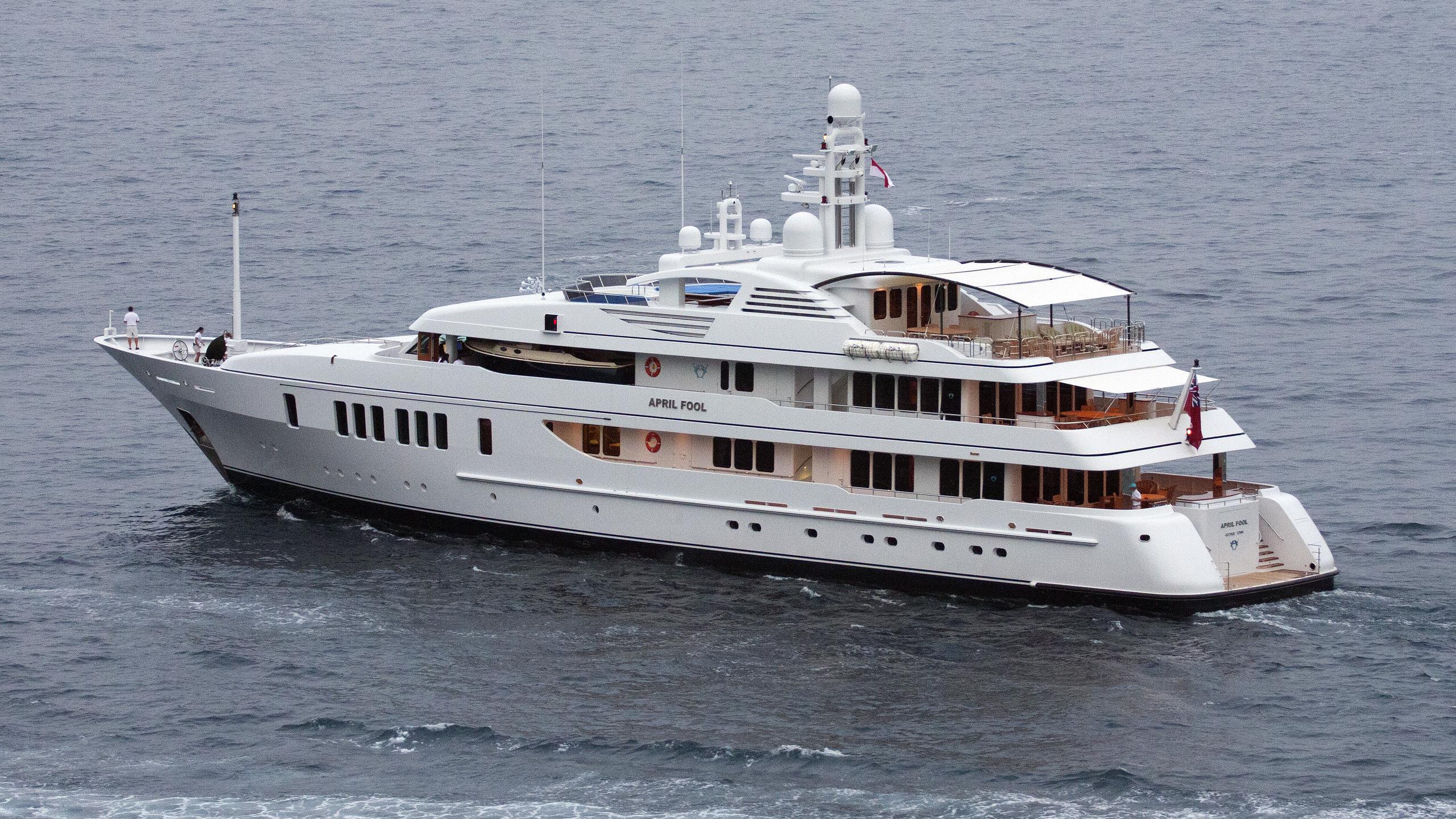 samadhi-yacht-exterior