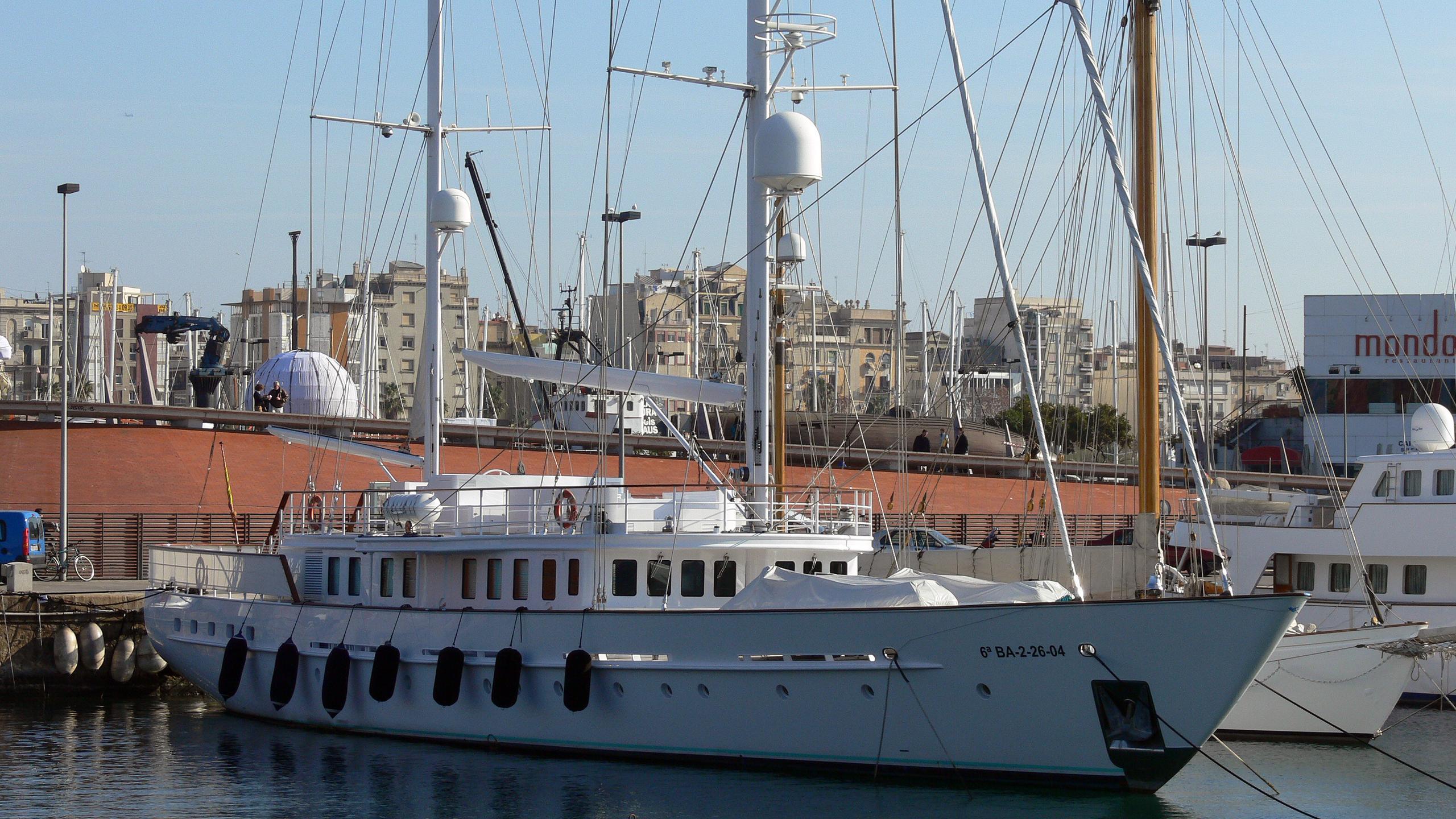 mata-mua-yacht-exterior