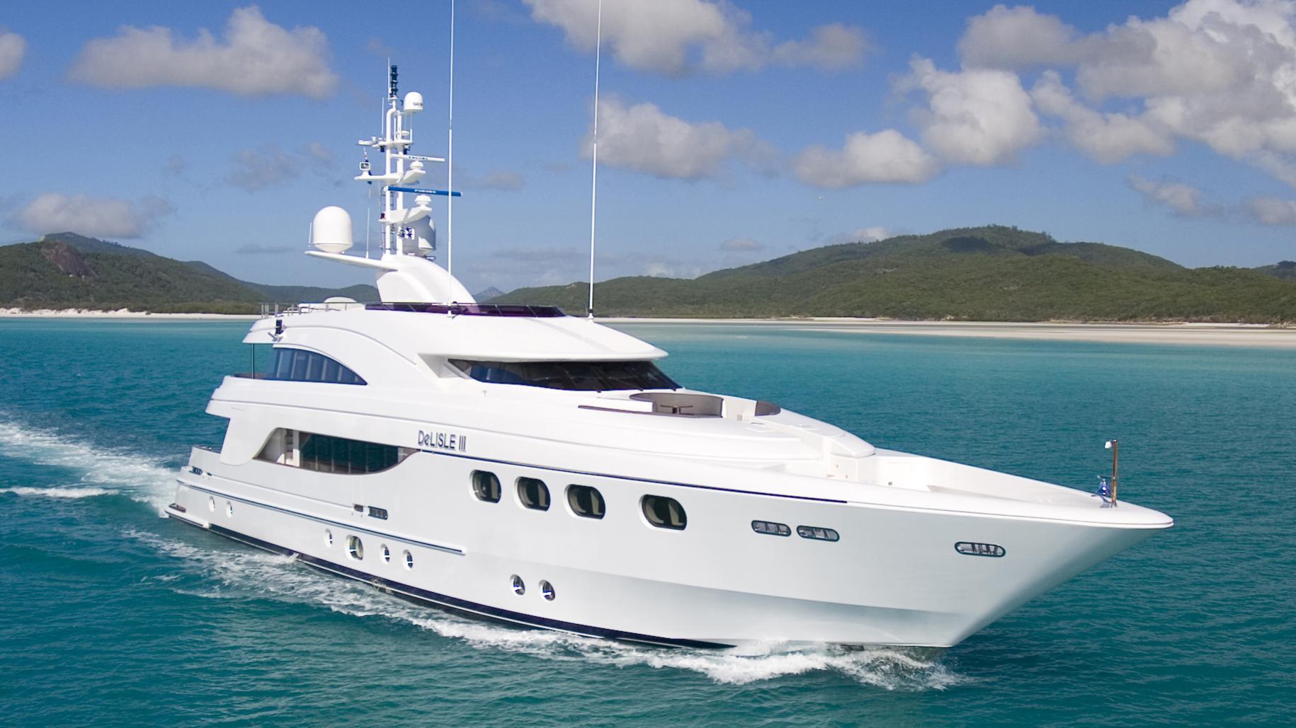 delise-III-yacht-cruising