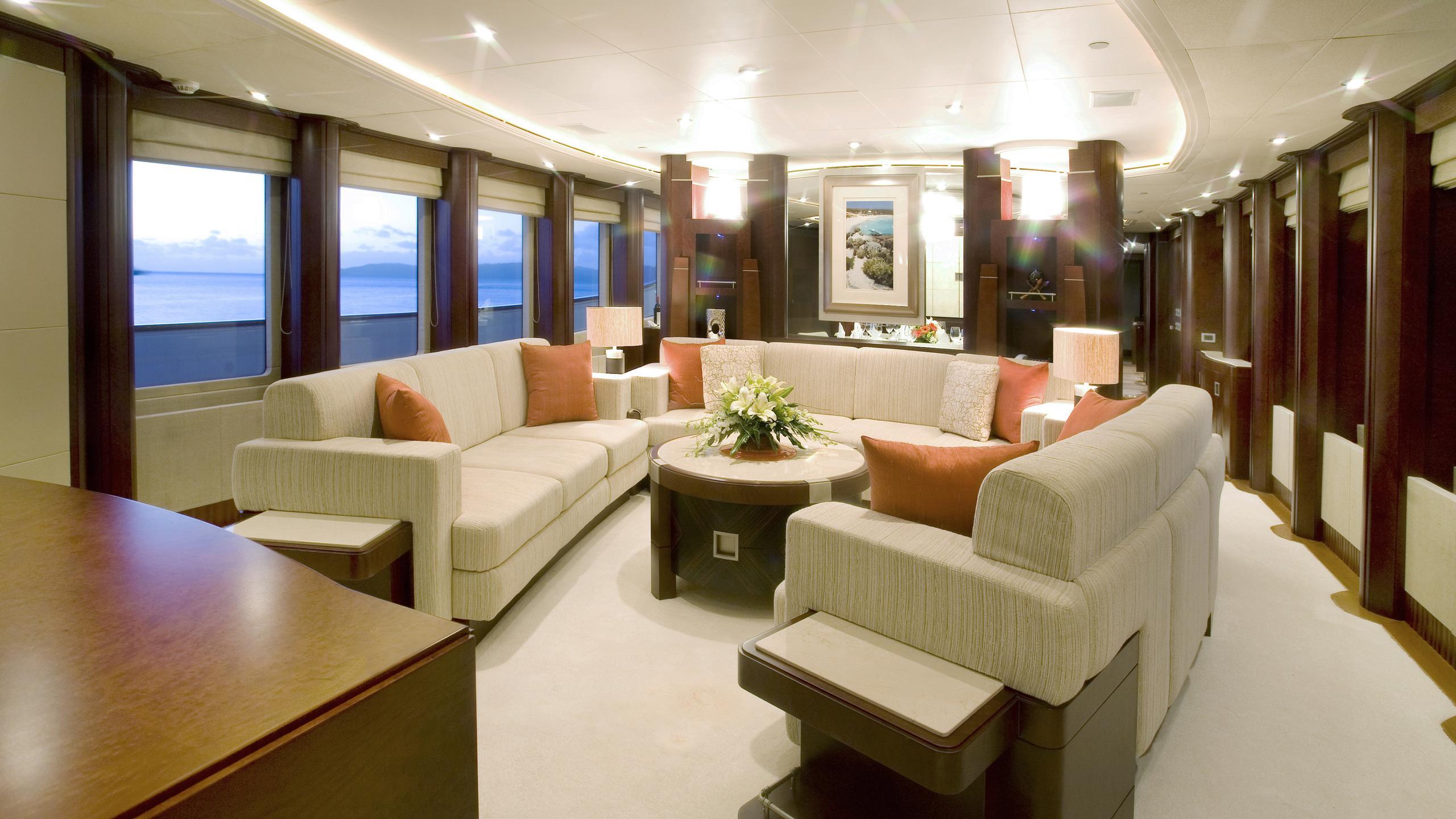 delise-III-yacht-saloon