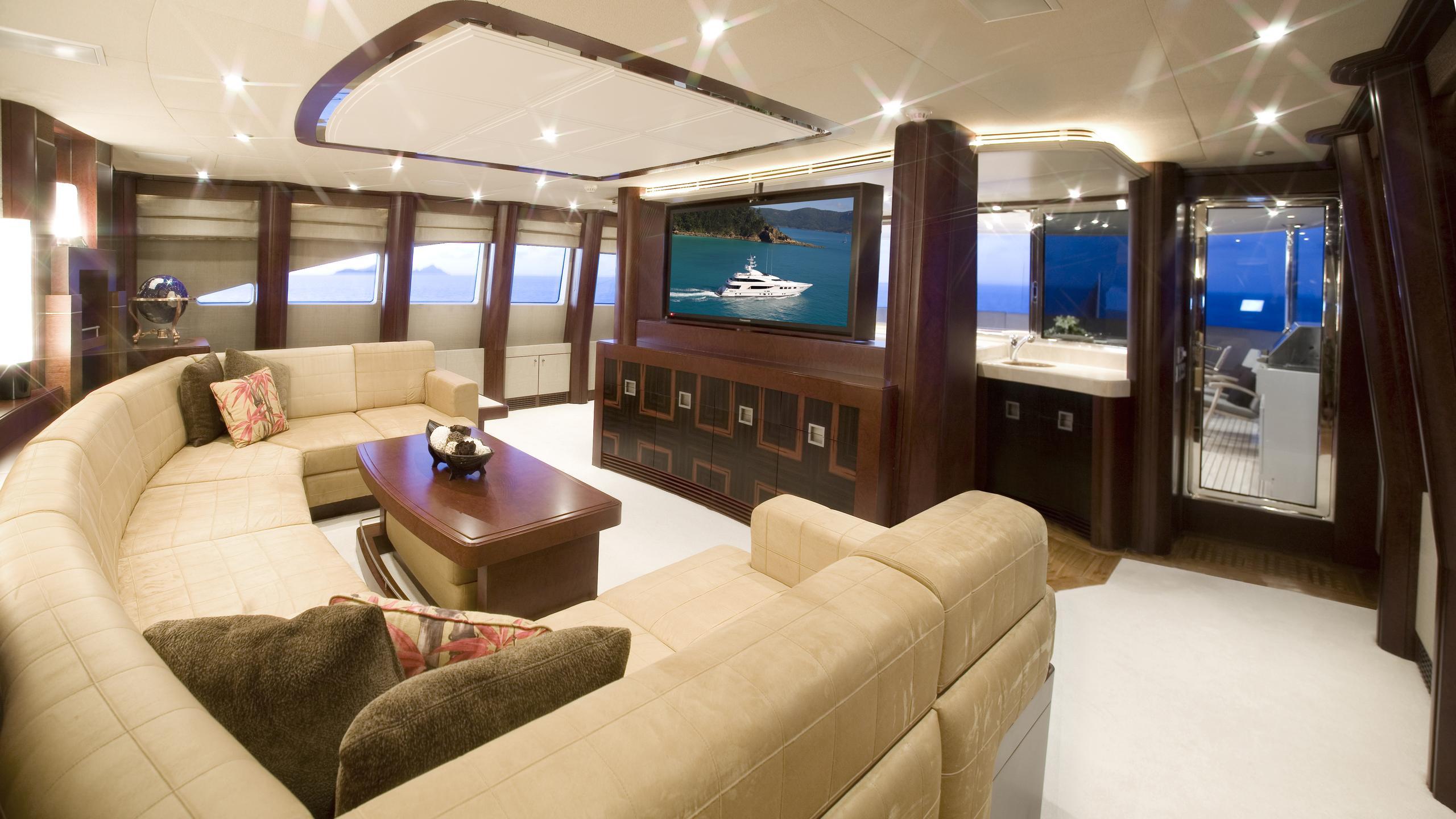 delise-III-yacht-lounge