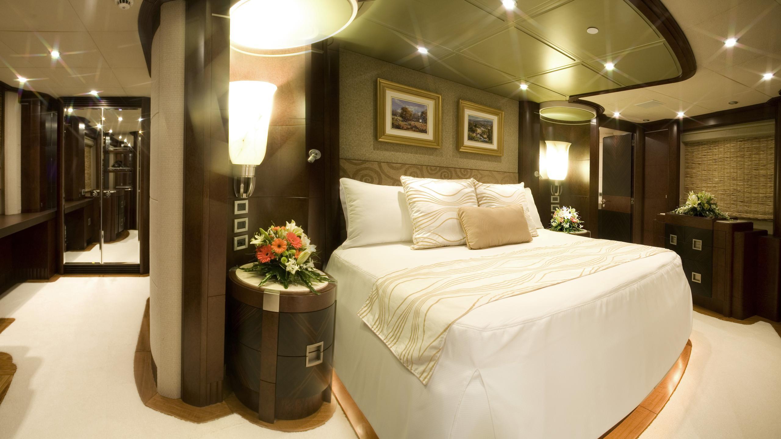 delise-III-yacht-double-cabin