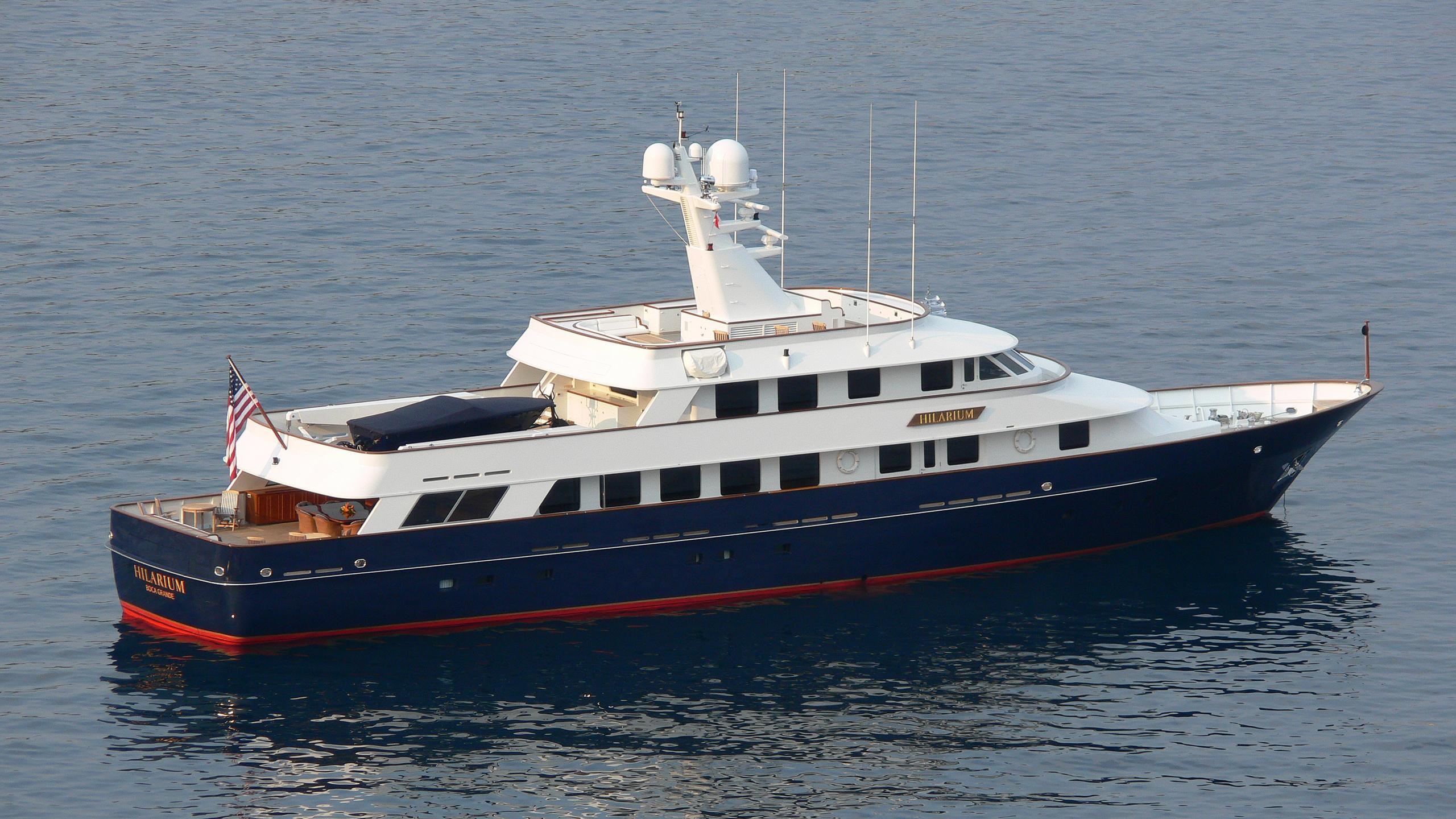 hilarium-yacht-exterior