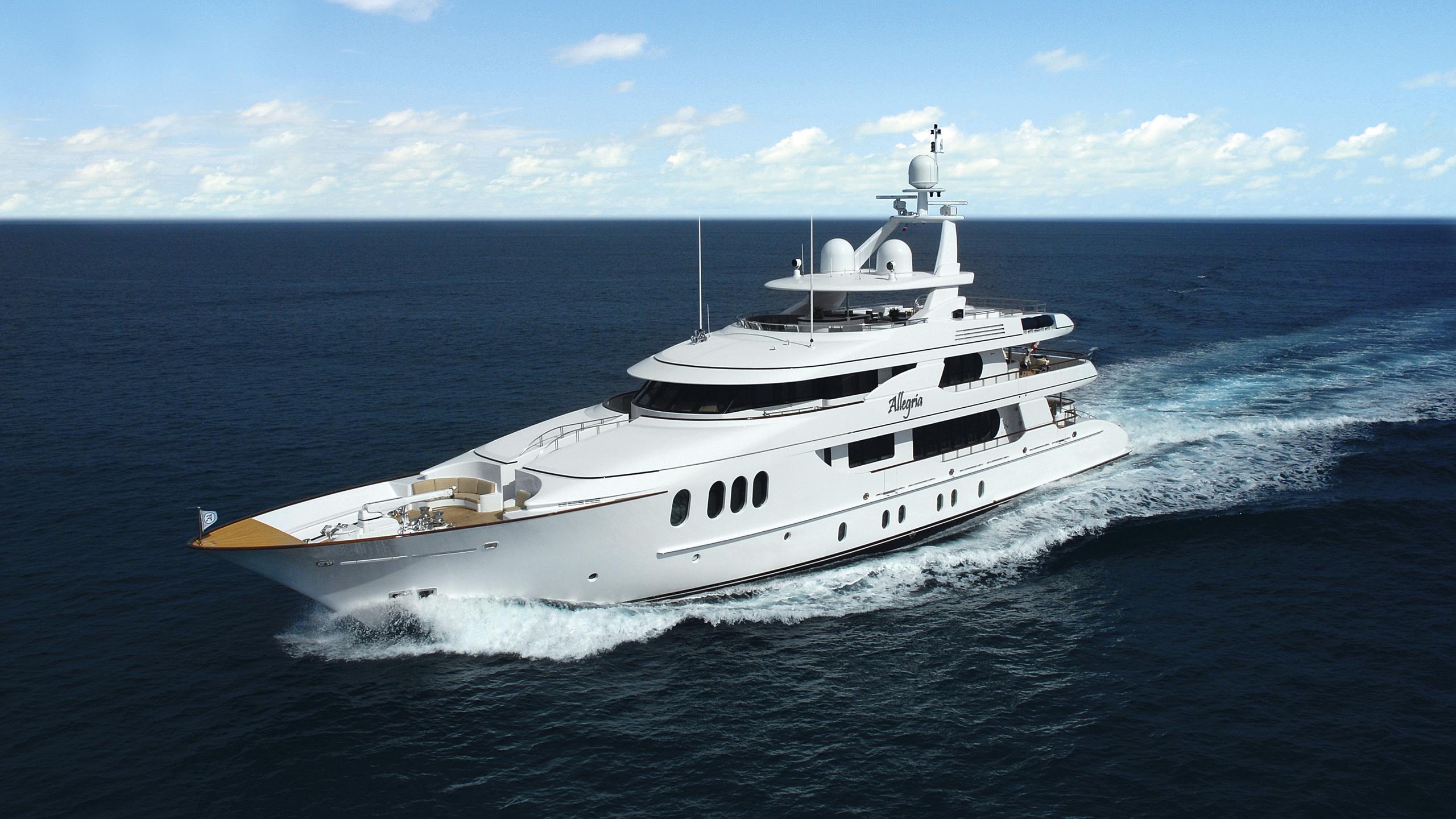 allegria-yacht-cruising