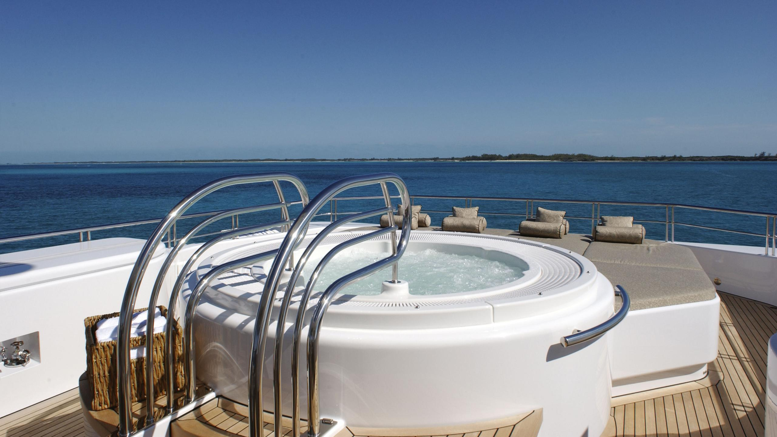 allegria-yacht-hot-tub