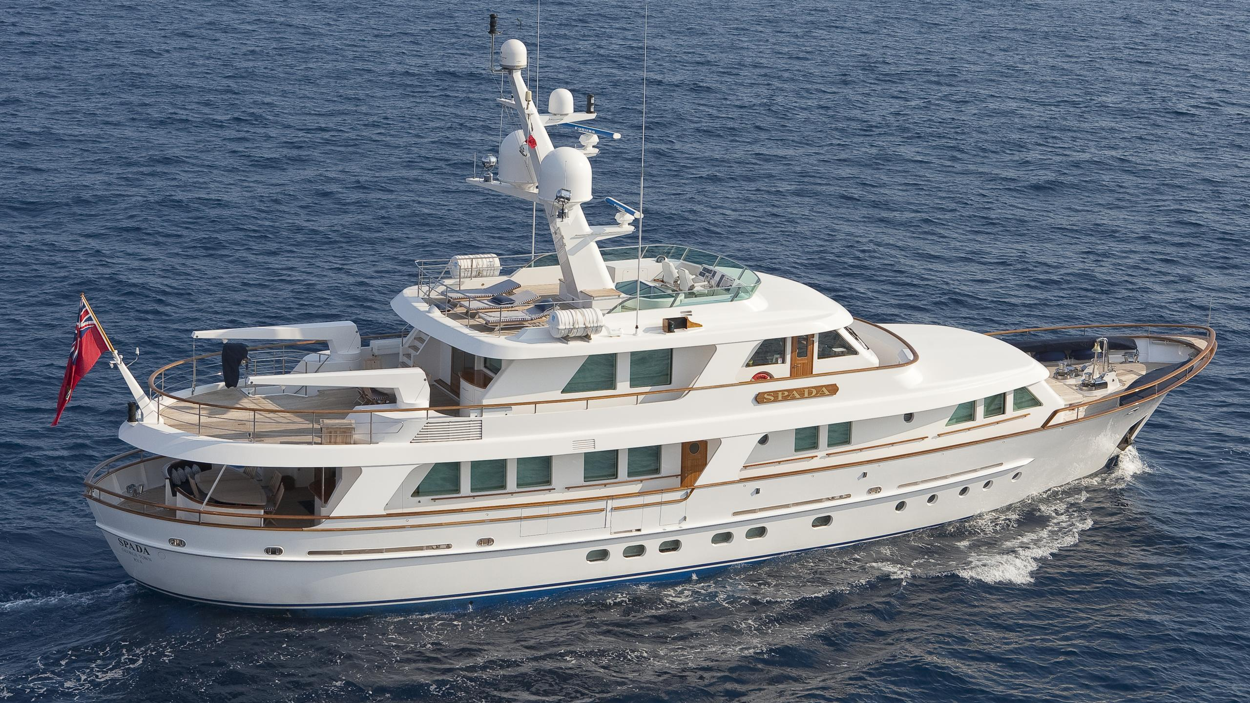spada-yacht-at-sea