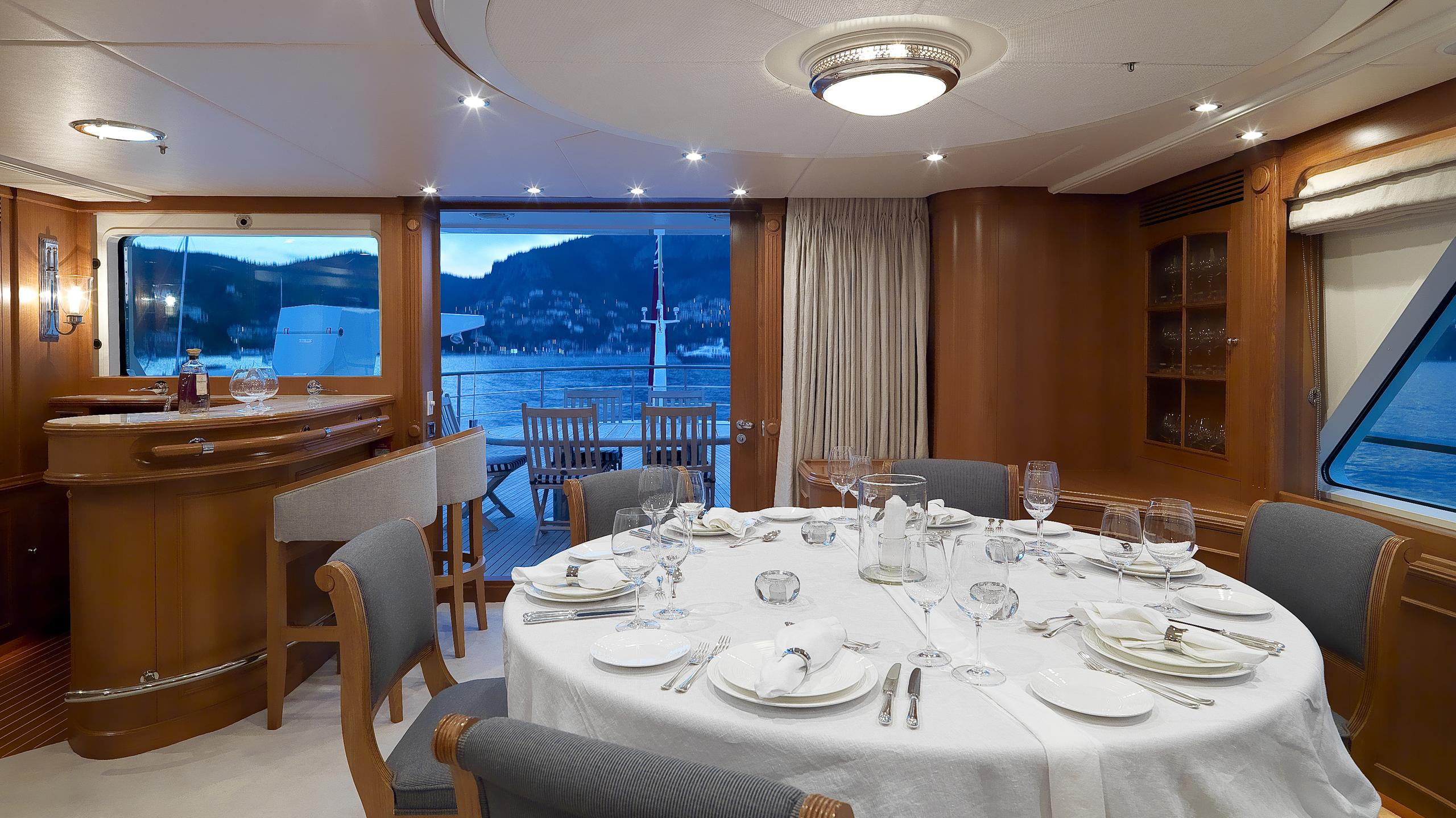 spada-yacht-formal-dining