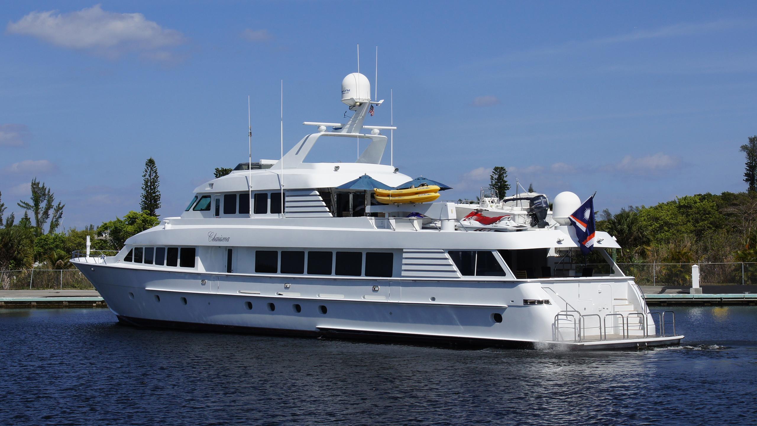 charisma-yacht-aft