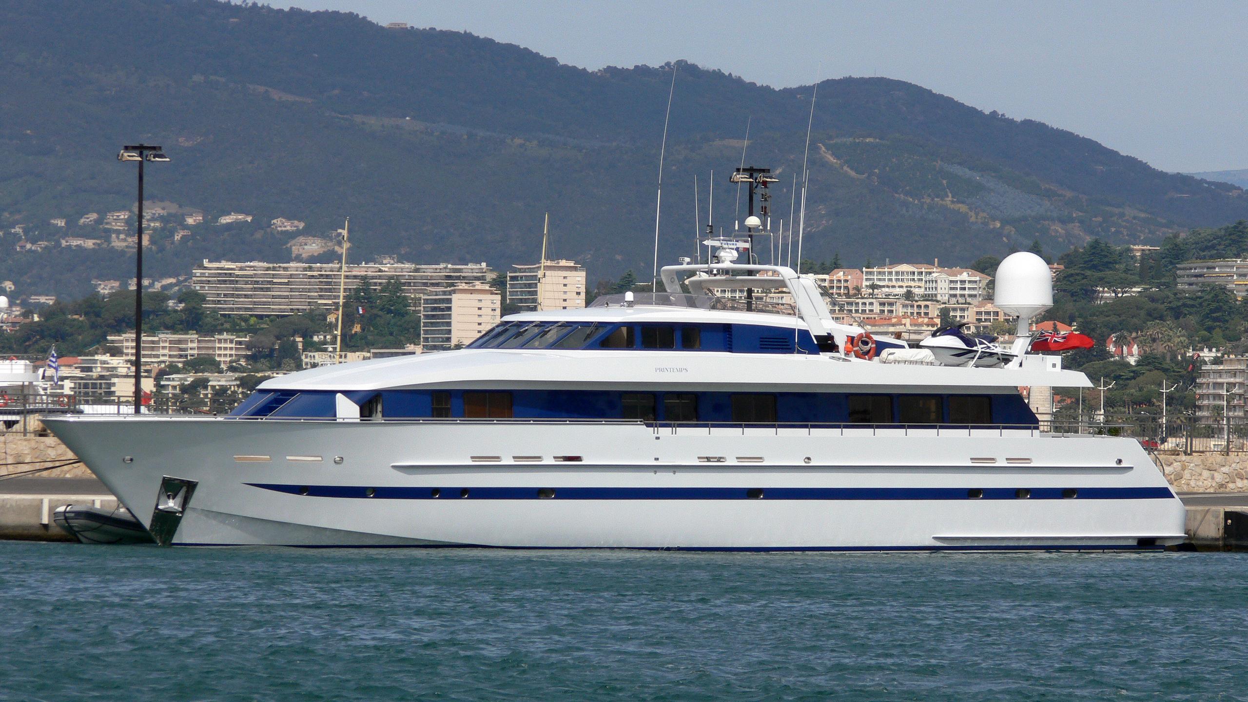 printemps-yacht-exterior