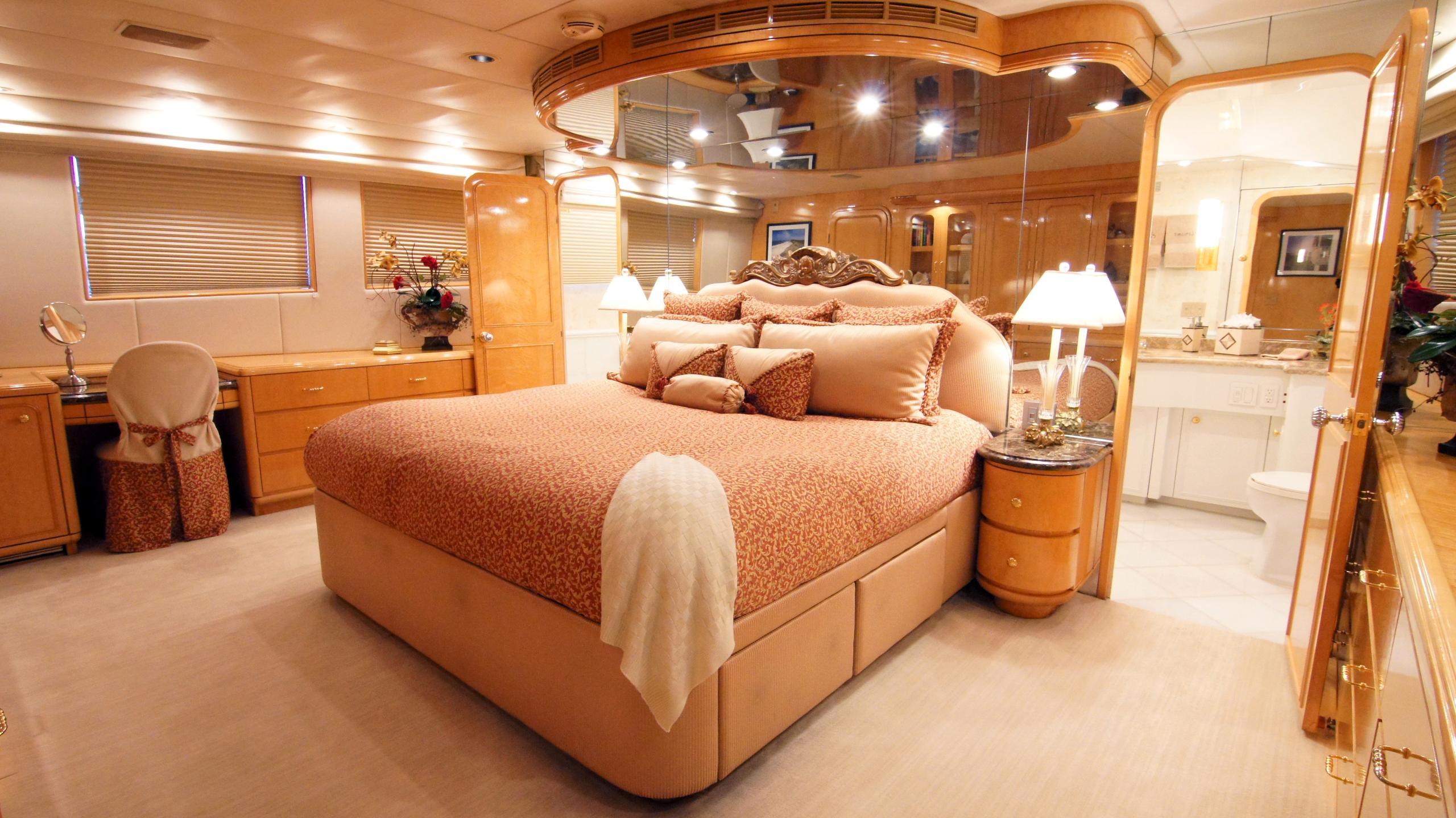 charisma-yacht