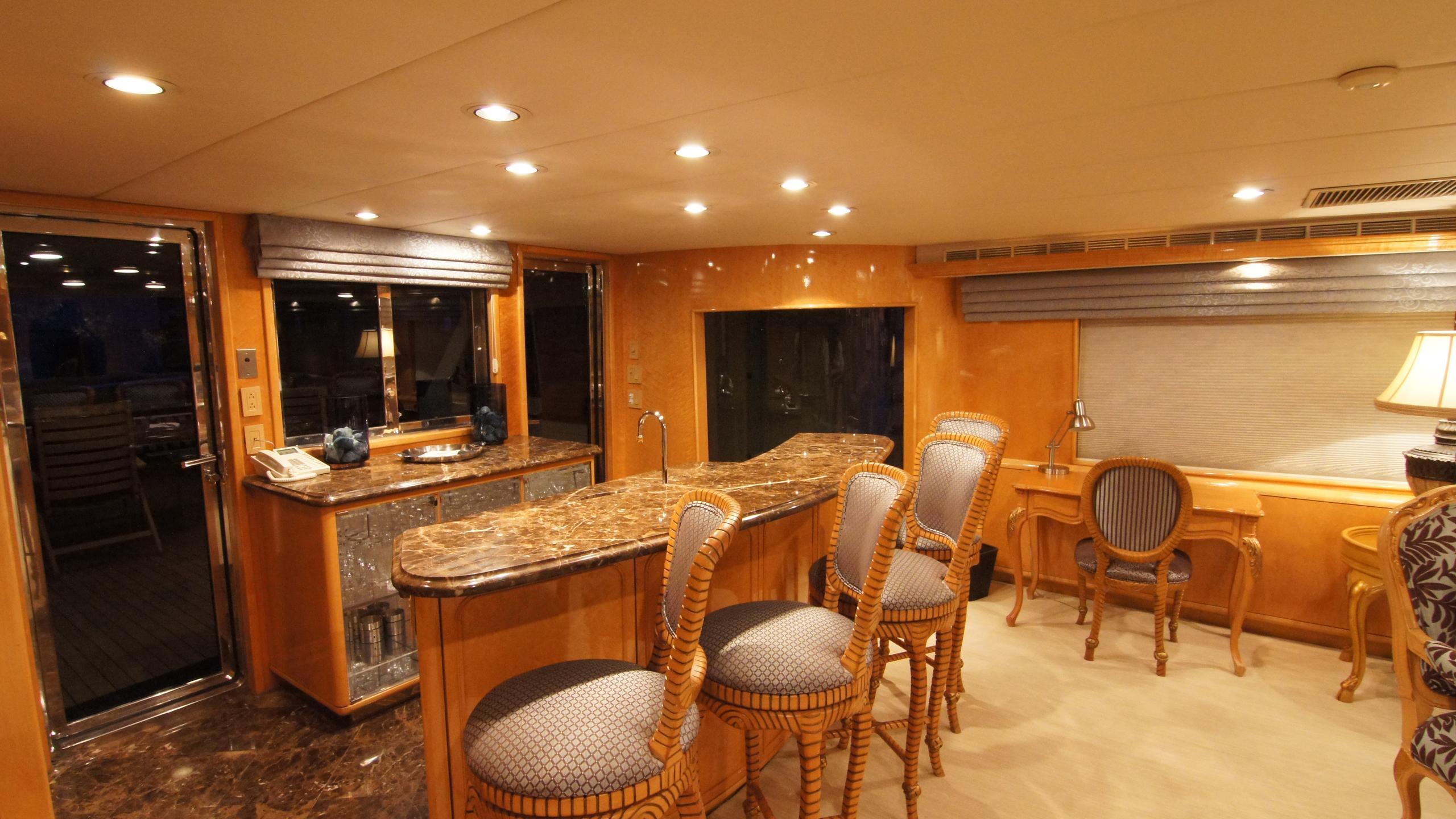 charisma-yacht-bar