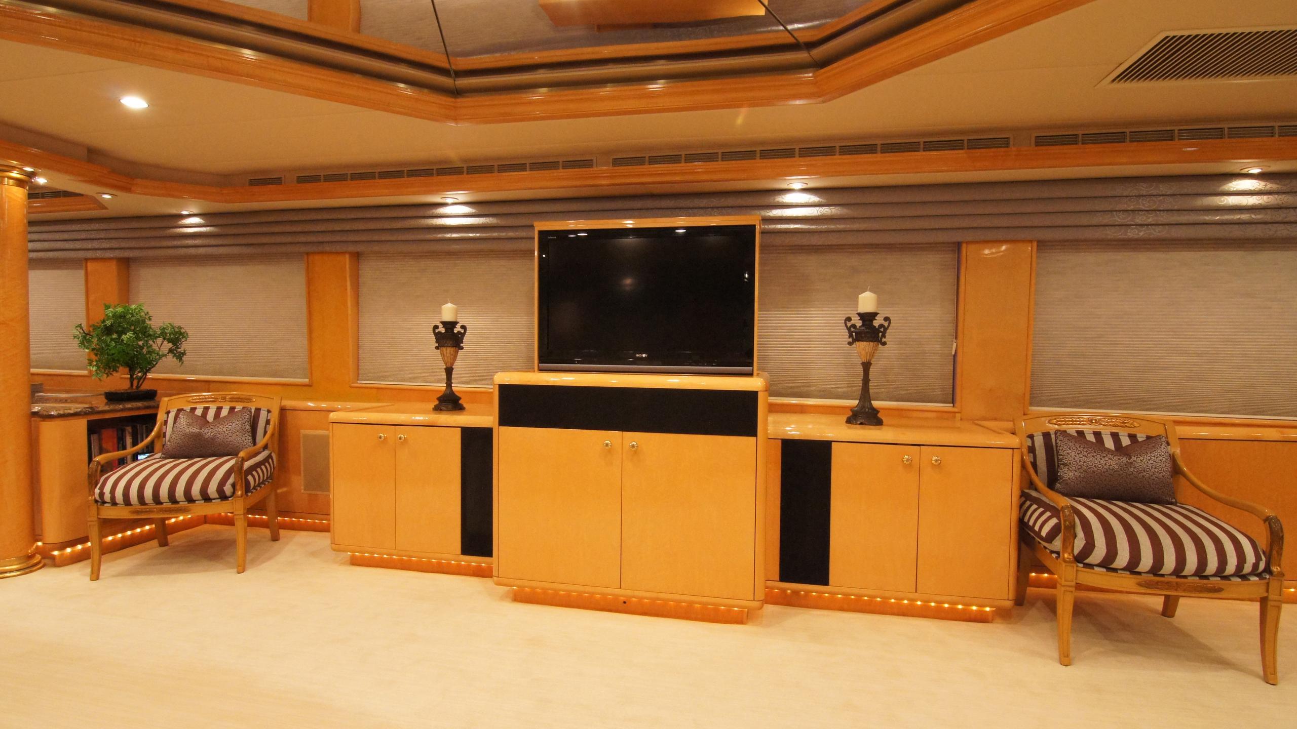 charisma-yacht-lounge