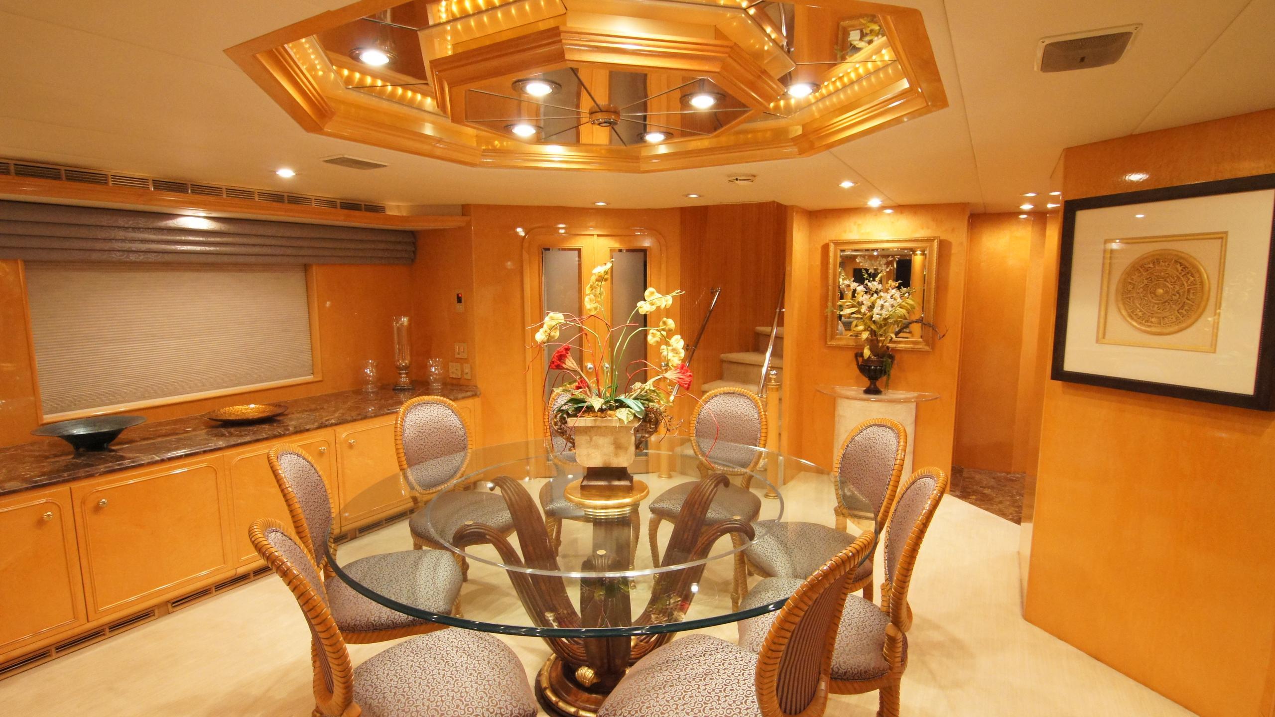 charisma-yacht-dining