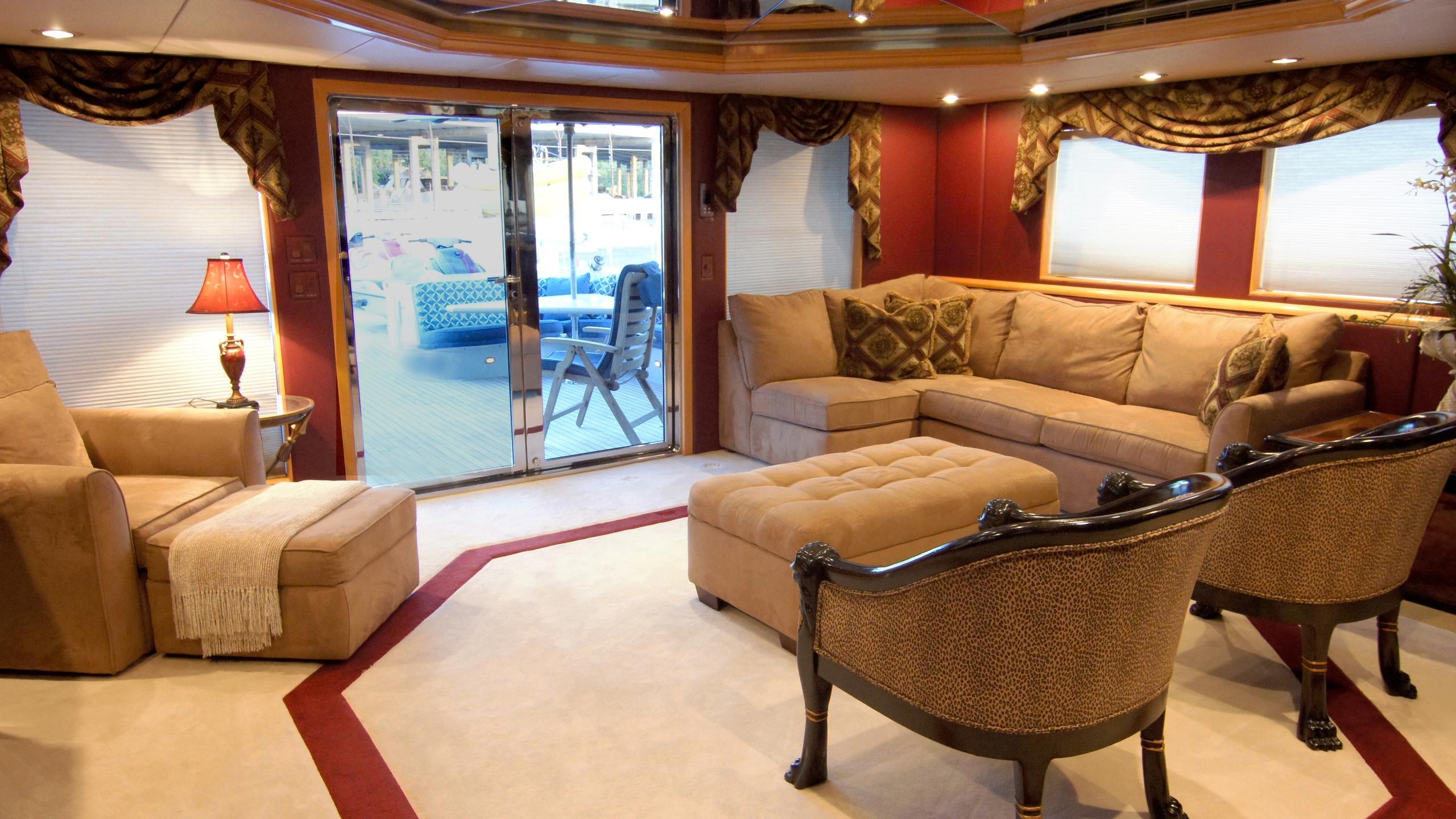 charisma-yacht-saloon
