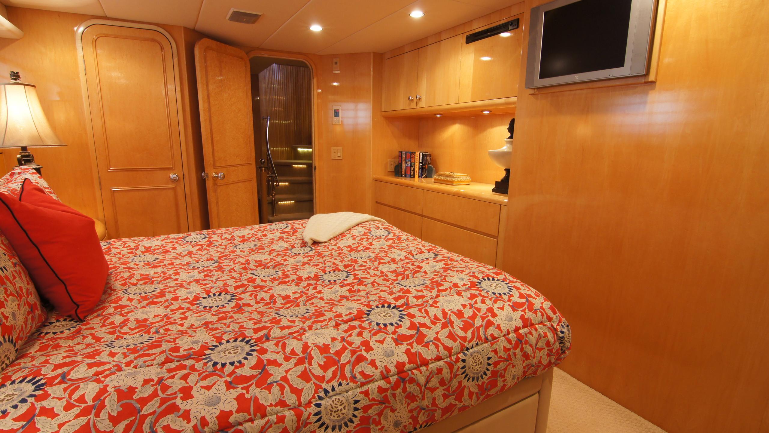 charisma-yacht-double-cabin