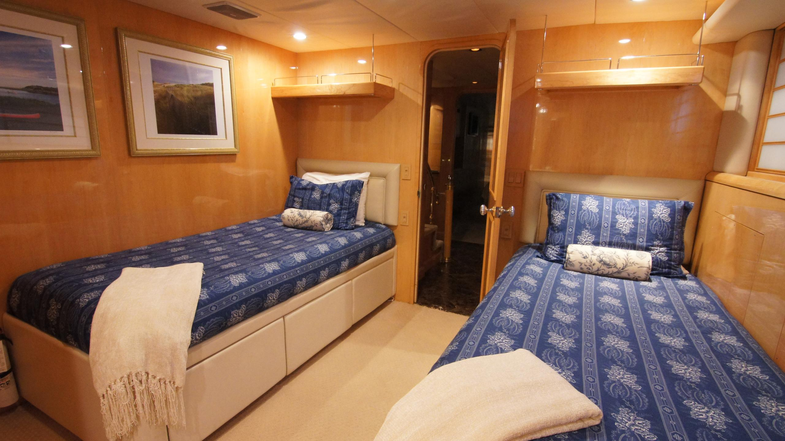 charisma-yacht-twin-cabin
