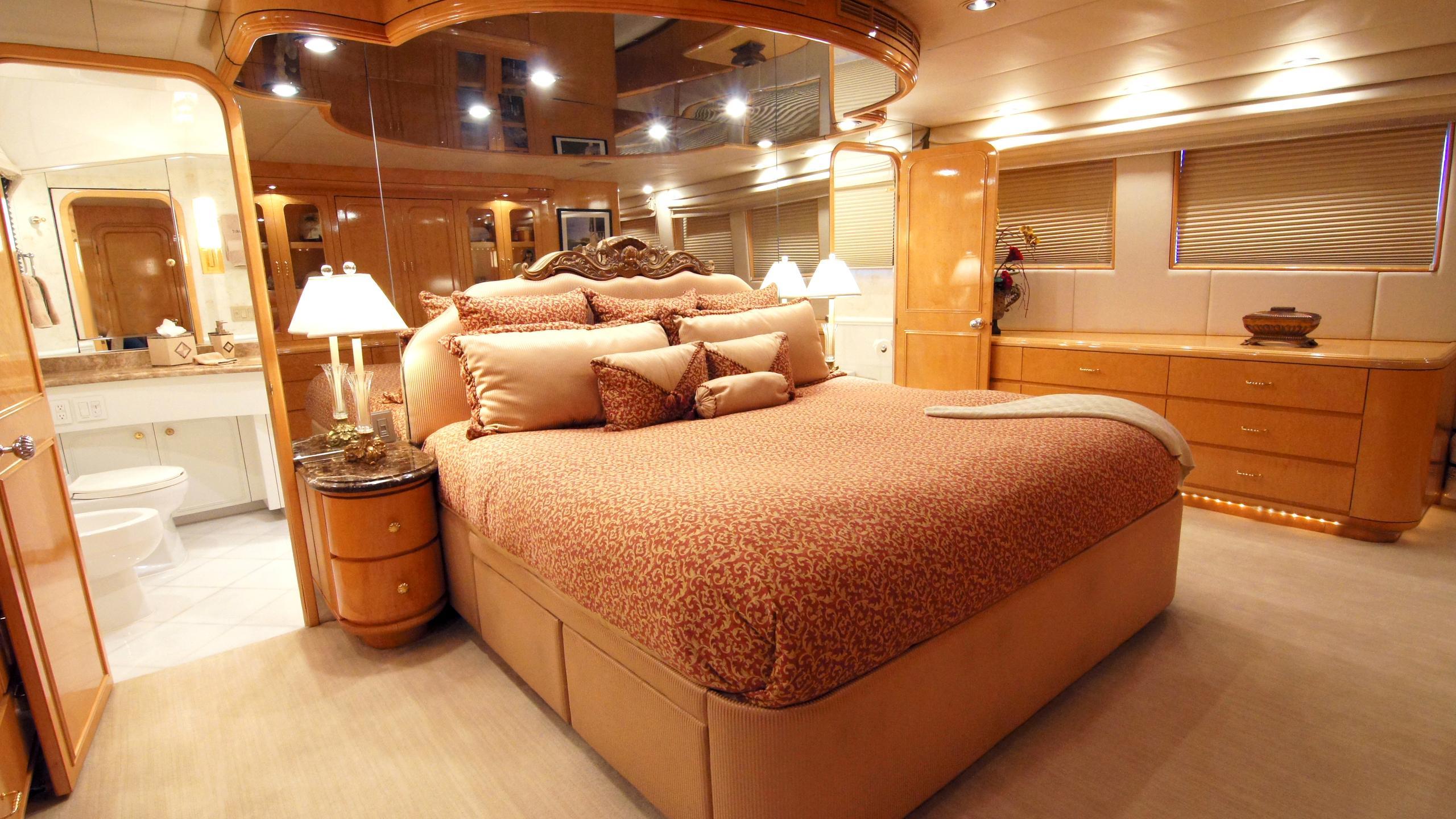 charisma-yacht-master-cabin