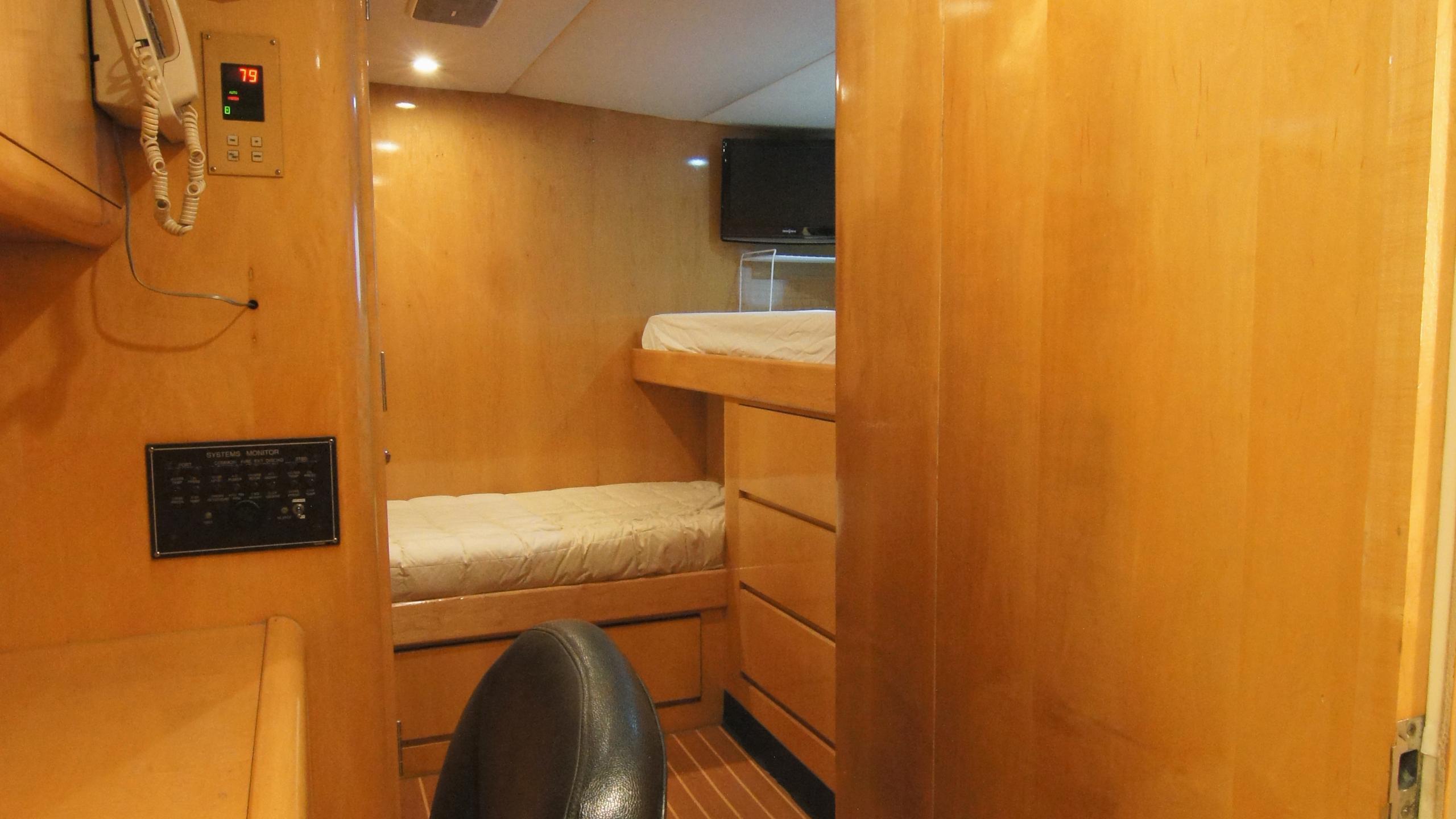 charisma-yacht-captain-cabin